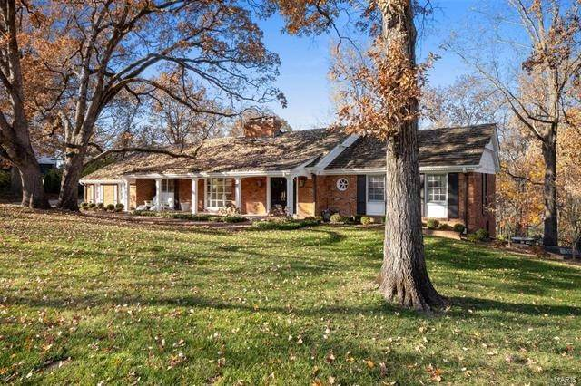 Single Family Homes at 41 Trent Drive Ladue, Missouri 63124 United States