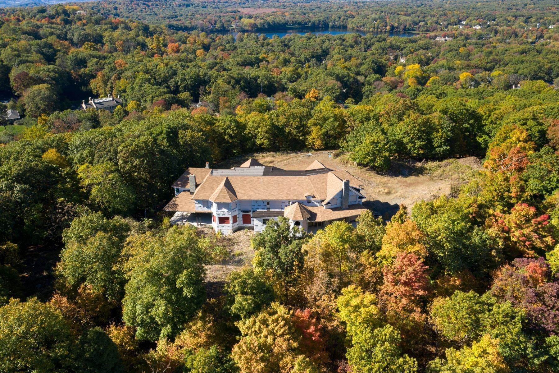 Single Family Homes for Sale at Stunning Views on the Mountain 642/650 Pawnee Lane Franklin Lakes, New Jersey 07417 United States