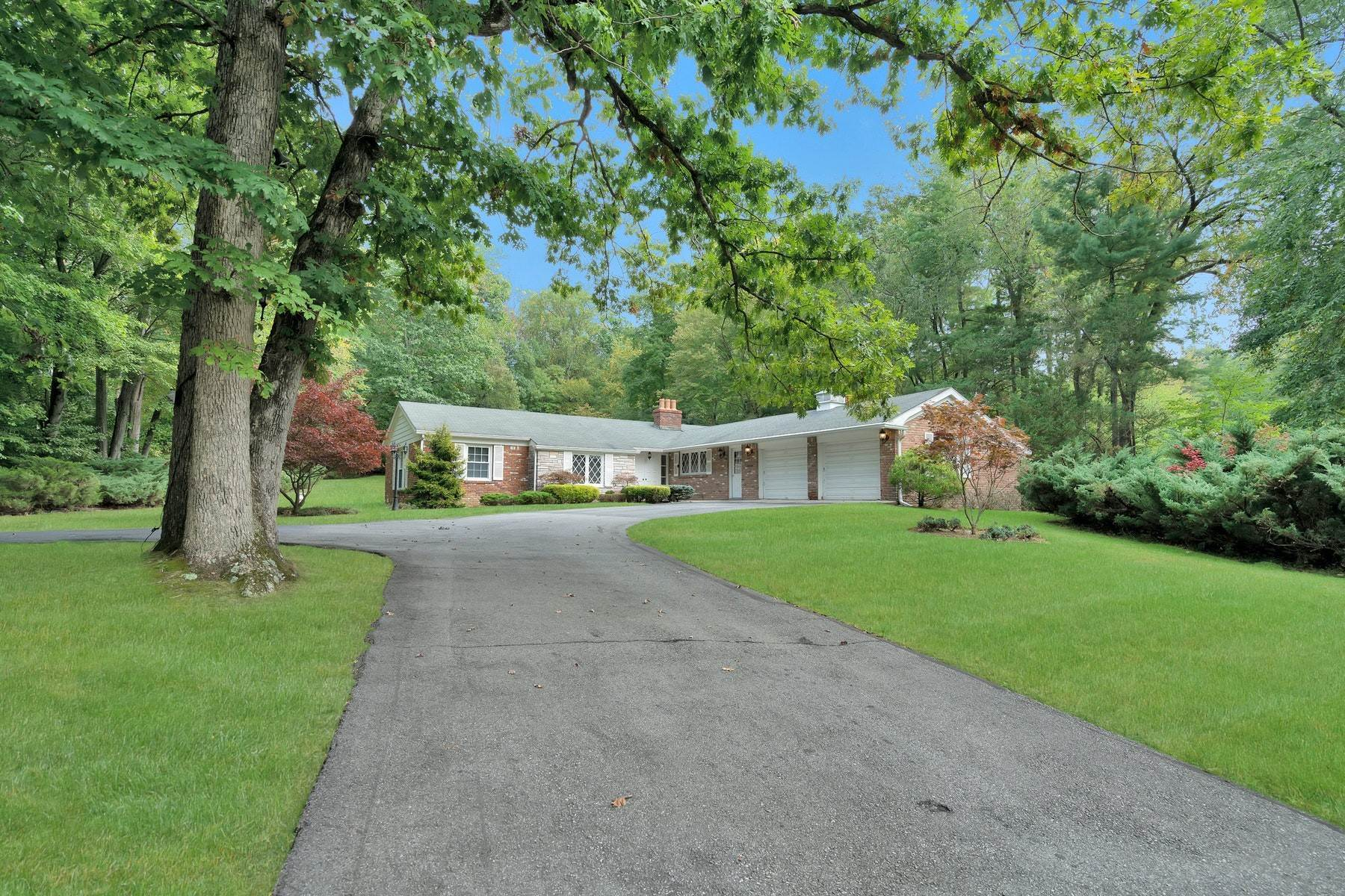 Single Family Homes for Sale at PERFECT SETTING 18 Rambling Brook Rd Upper Saddle River, New Jersey 07458 United States