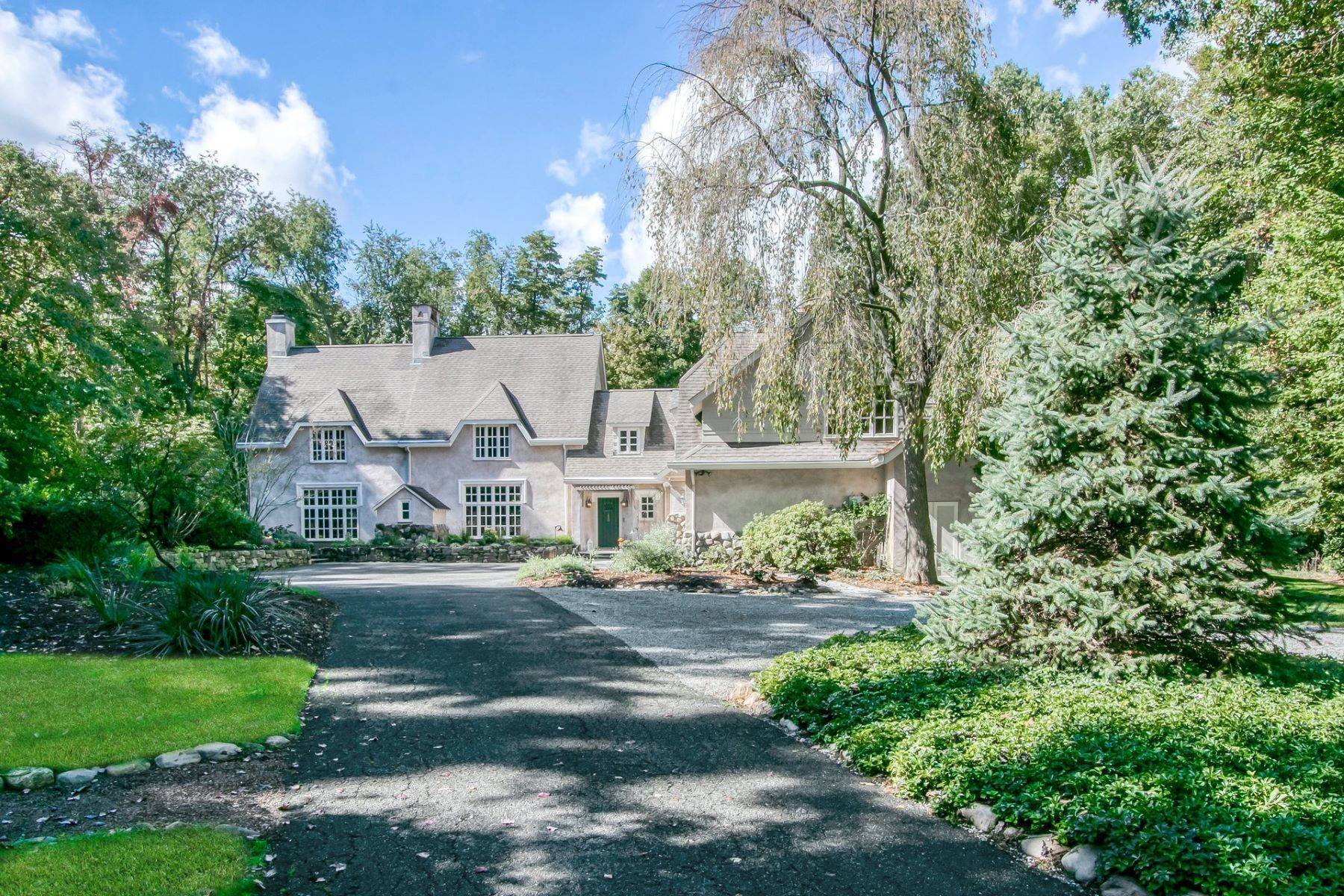 Single Family Homes for Sale at METICULOUSLY MAINTAINED 26 Ash Road Upper Saddle River, New Jersey 07458 United States