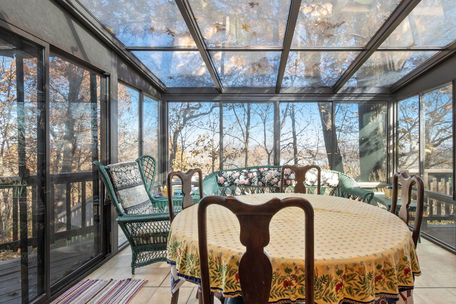 22. Single Family Homes for Sale at Relaxing Mid-Century Retreat Overlooking the Mississippi River 10 Rivermont Drive Crystal City, Missouri 63019 United States
