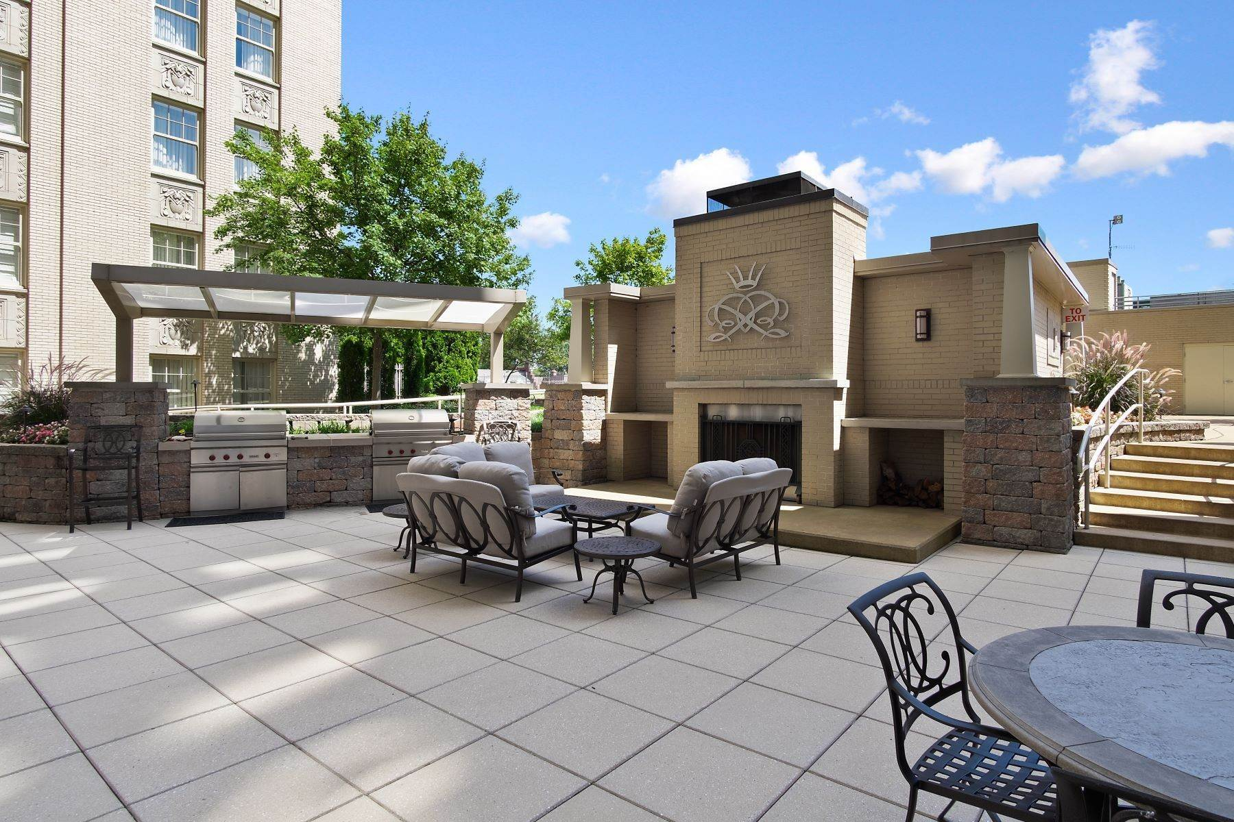 18. Condominiums for Sale at Extraordinary Living at The Chase 232 North Kingshighway Boulevard, #2301 St. Louis, Missouri 63108 United States