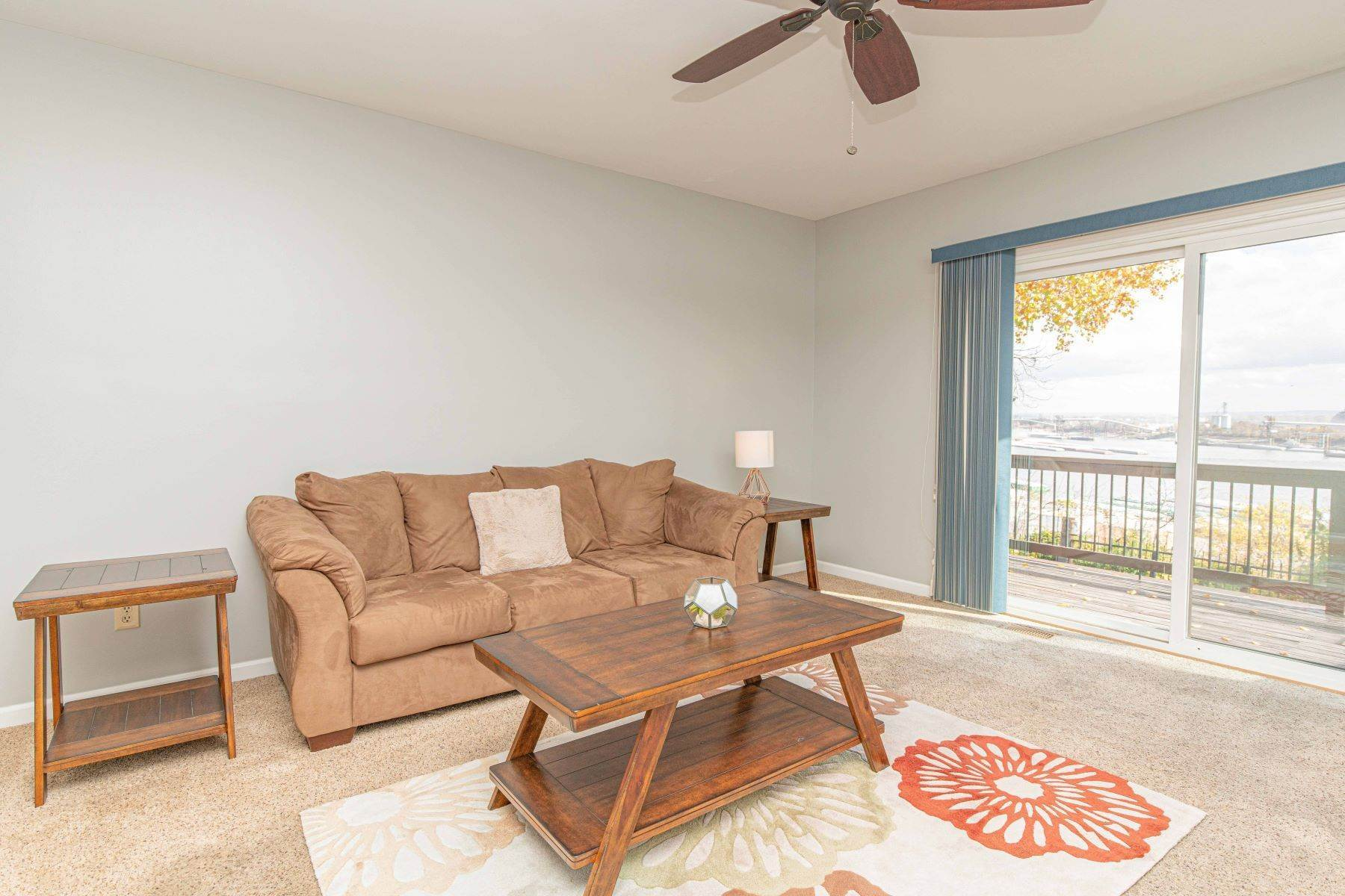 11. Condominiums for Sale at Great Riverview St. Louis City Condo 4554 Ohio Avenue St. Louis, Missouri 63111 United States