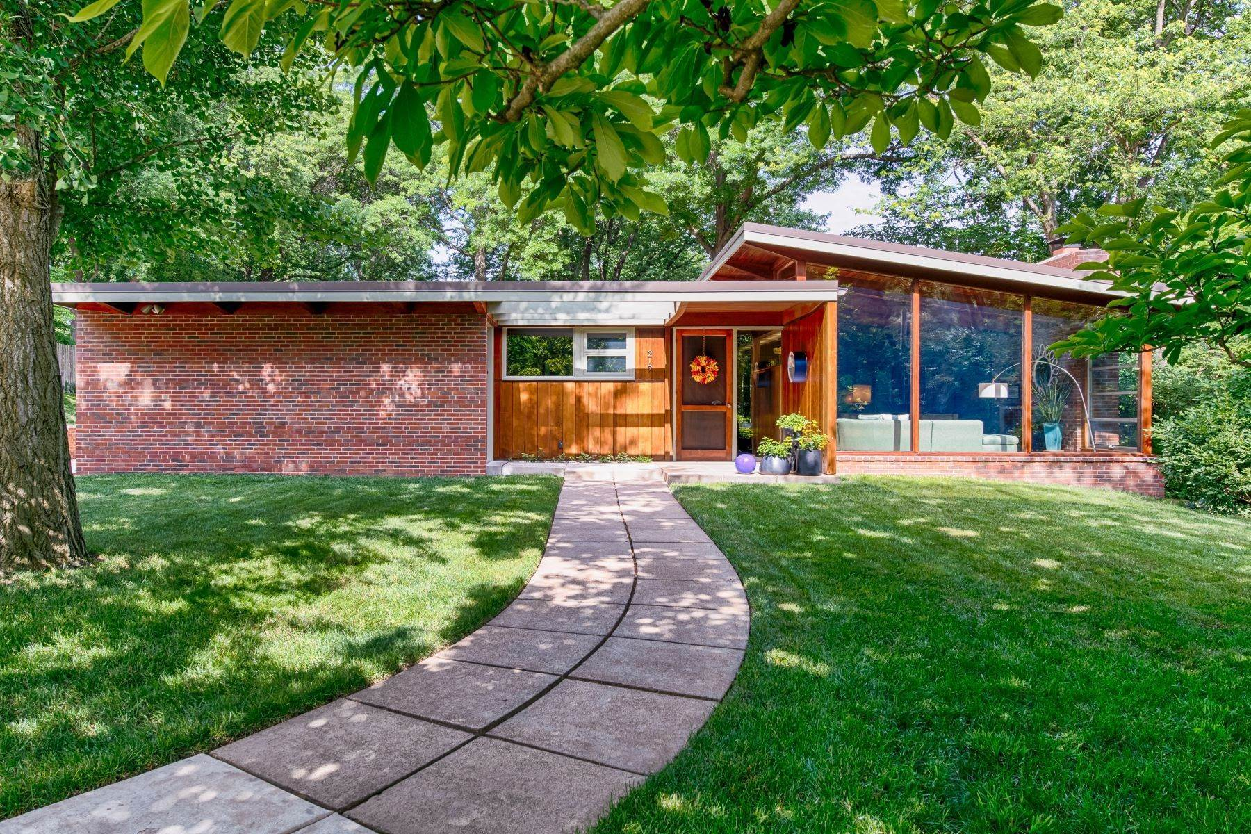 35. Single Family Homes for Sale at The Harry Hammerman House, an Important Mid-Century Masterpiece 219 Graybridge Road St. Louis, Missouri 63124 United States