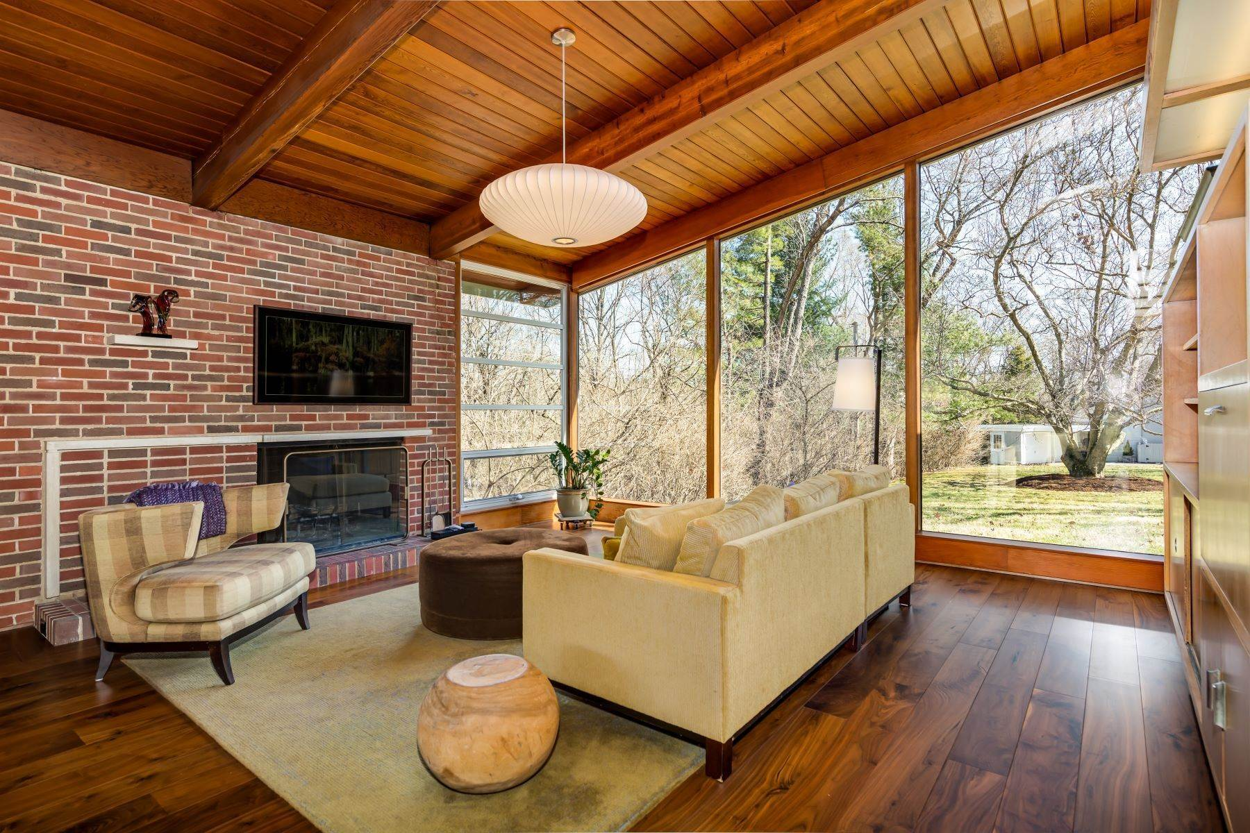 4. Single Family Homes for Sale at The Harry Hammerman House, an Important Mid-Century Masterpiece 219 Graybridge Road St. Louis, Missouri 63124 United States