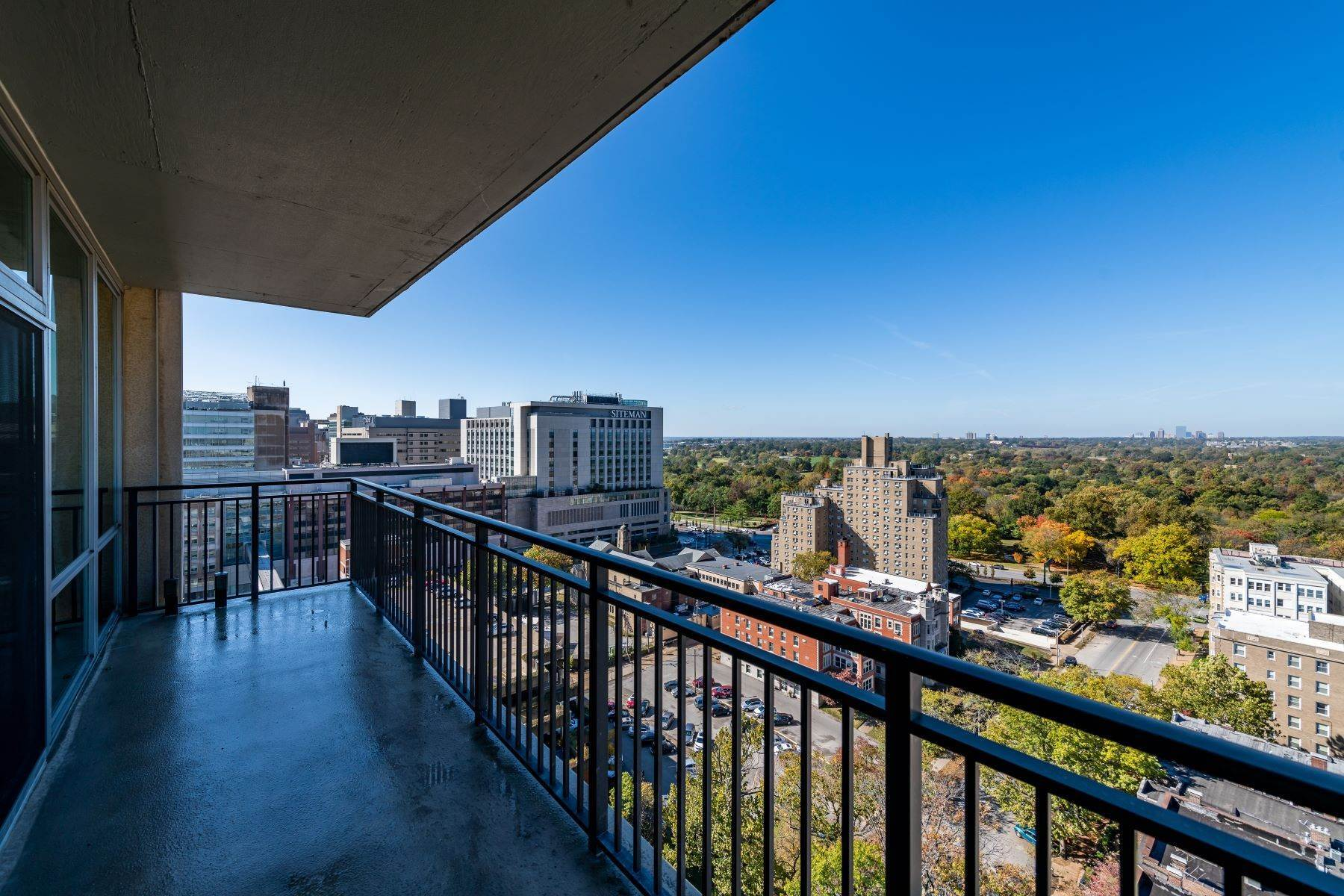 44. Condominiums for Sale at Free Flowing Condo in CWE 4909 Laclede Avenue, #1806 St. Louis, Missouri 63108 United States