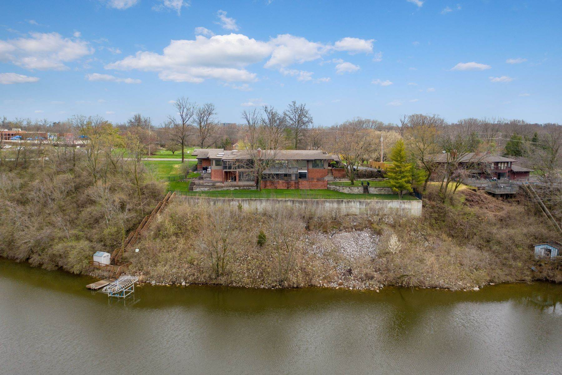 2. Single Family Homes for Sale at Sensational Mid-Century Lakefront Home 11622 Ladue Road Creve Coeur, Missouri 63141 United States