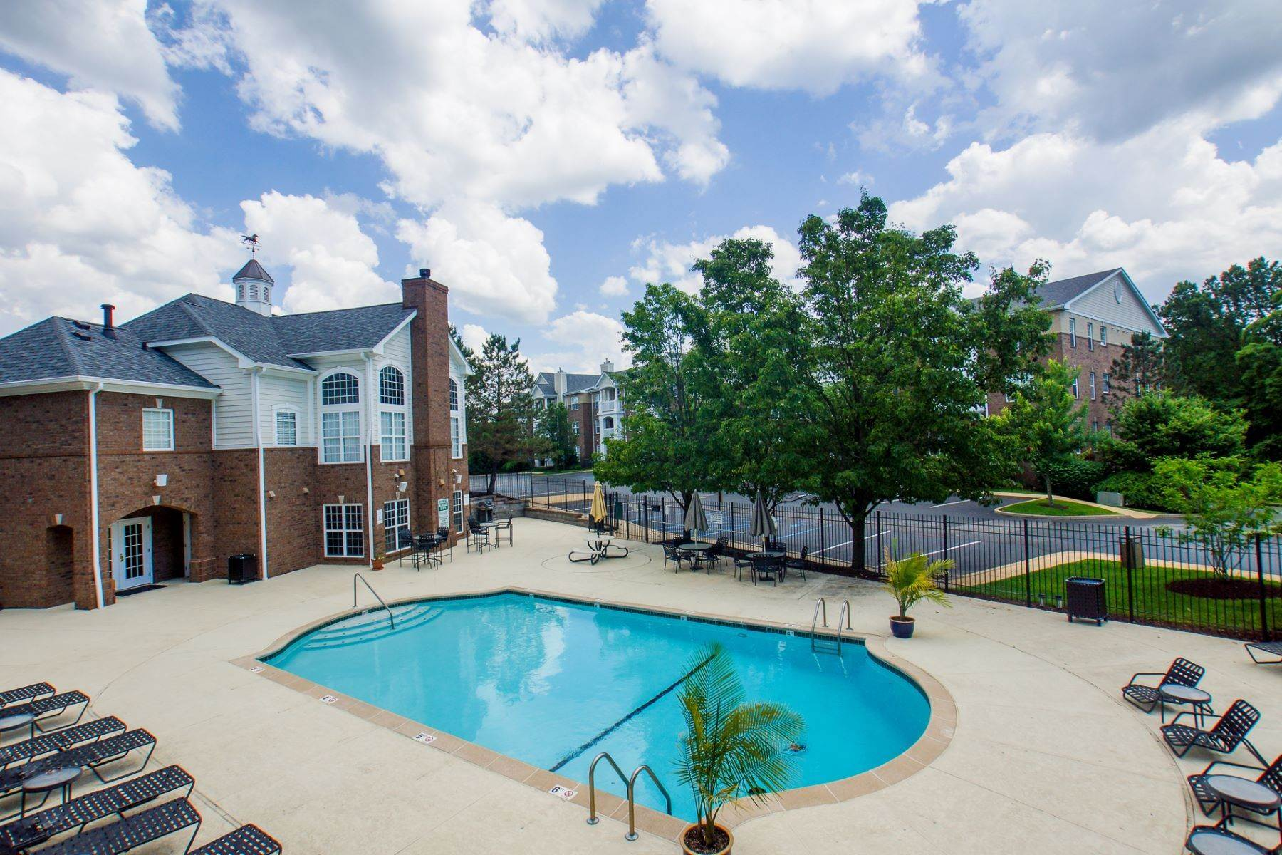 8. Condominiums at Lovely Creve Coeur Condo in a Gated Community 13101 Mill Crossing Court #104 Creve Coeur, Missouri 63141 United States