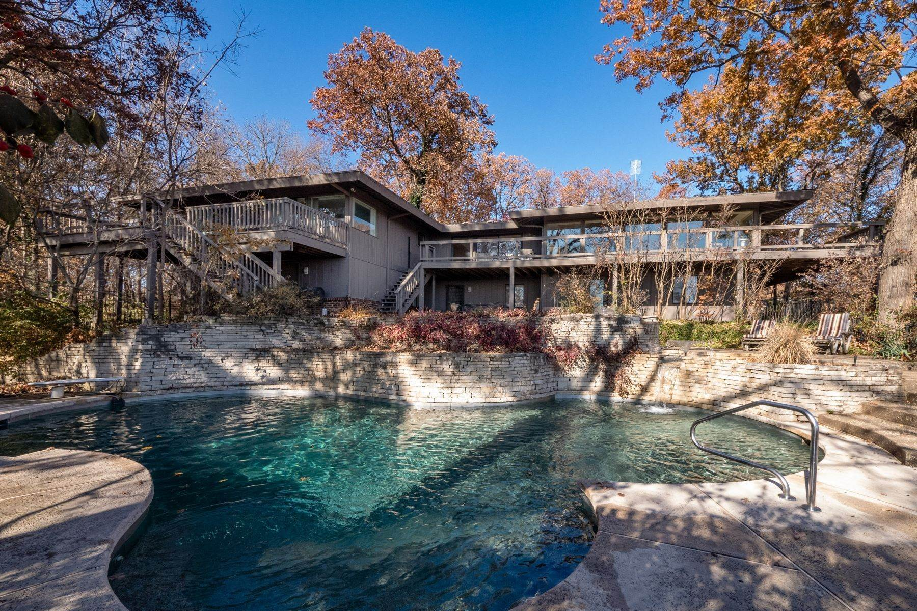 7. Single Family Homes for Sale at Relaxing Mid-Century Retreat Overlooking the Mississippi River 10 Rivermont Drive Crystal City, Missouri 63019 United States