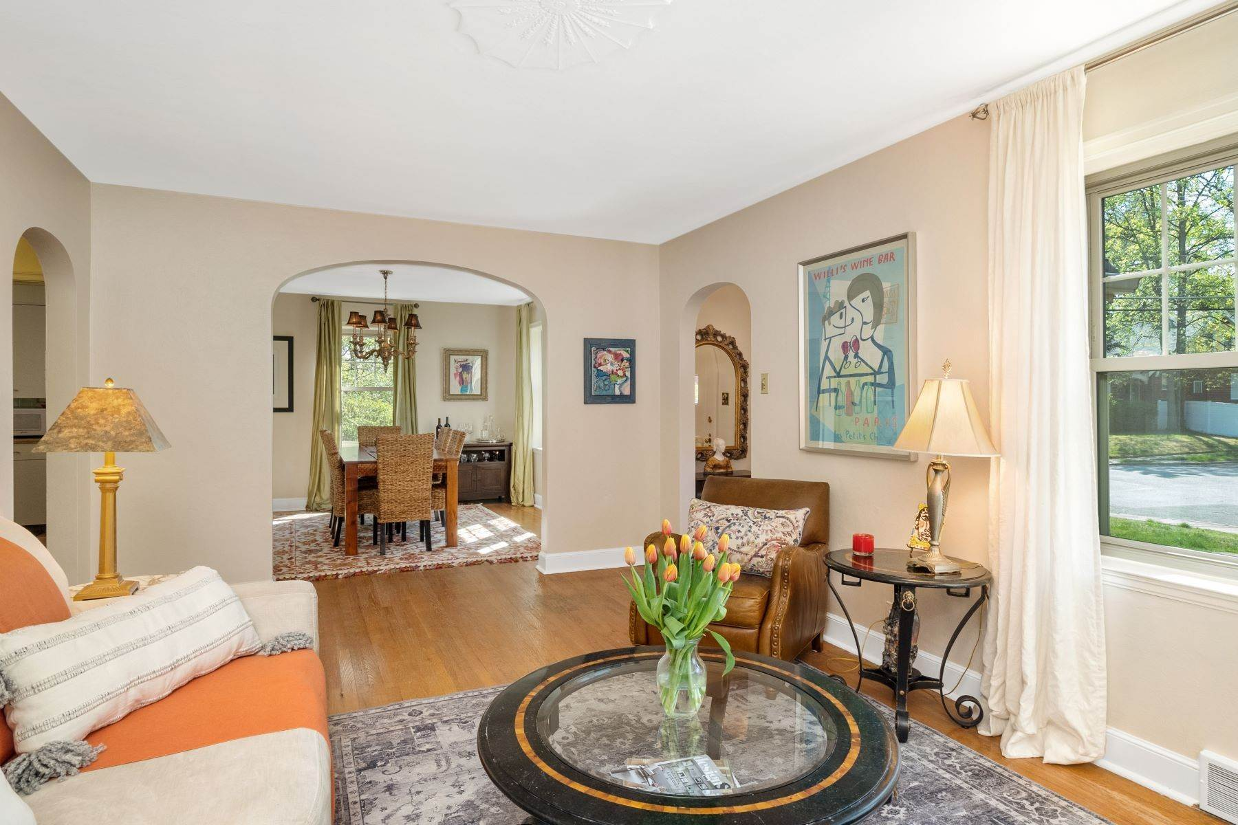 6. Single Family Homes for Sale at Quintessential House With Gorgeous Façade 7301 Chamberlain Avenue University City, Missouri 63130 United States