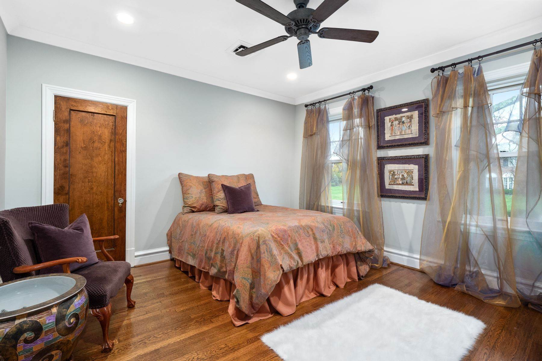 21. Single Family Homes for Sale at Charming U-City Home with Exceptional Craftsmanship 7255 Maryland Avenue University City, Missouri 63130 United States