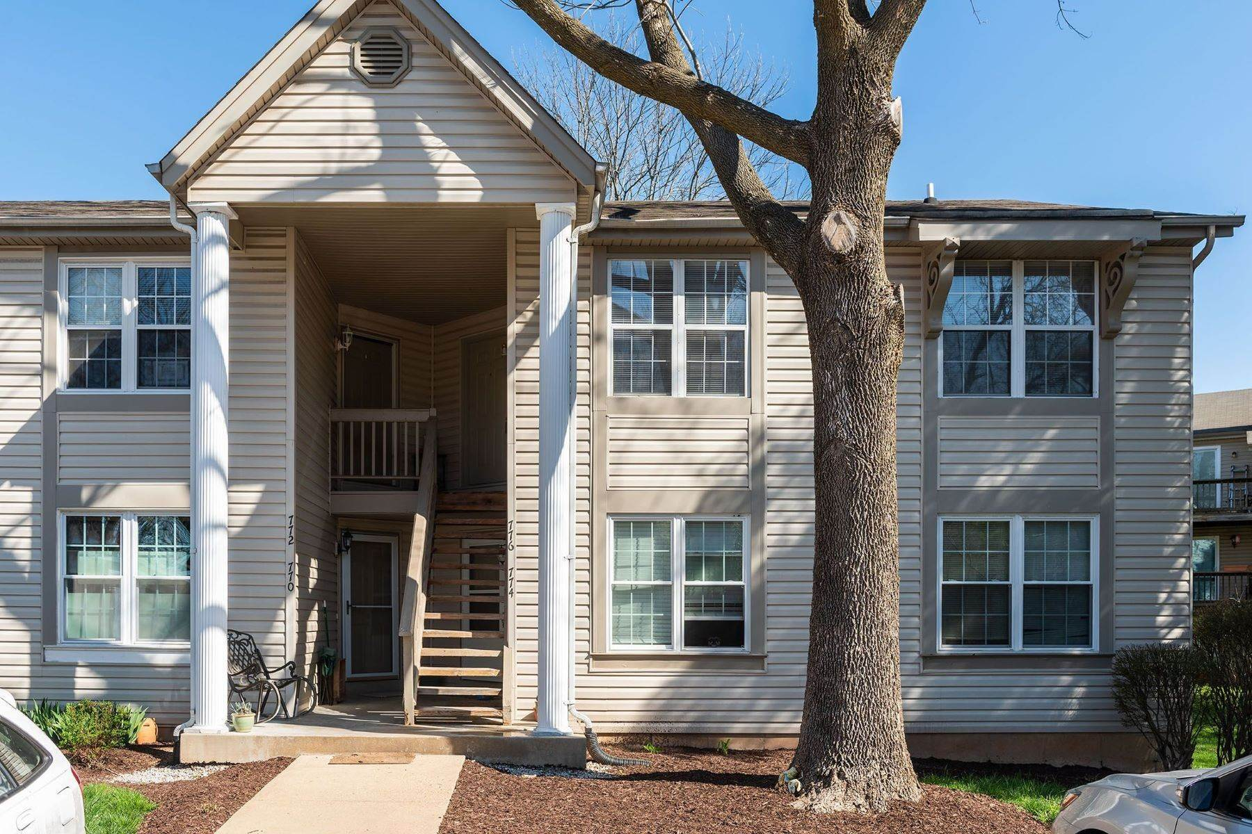 Condominiums for Sale at Beautifully Updated St. Peters Condo 776 Sugar Glen Drive #8 St. Peters, Missouri 63376 United States