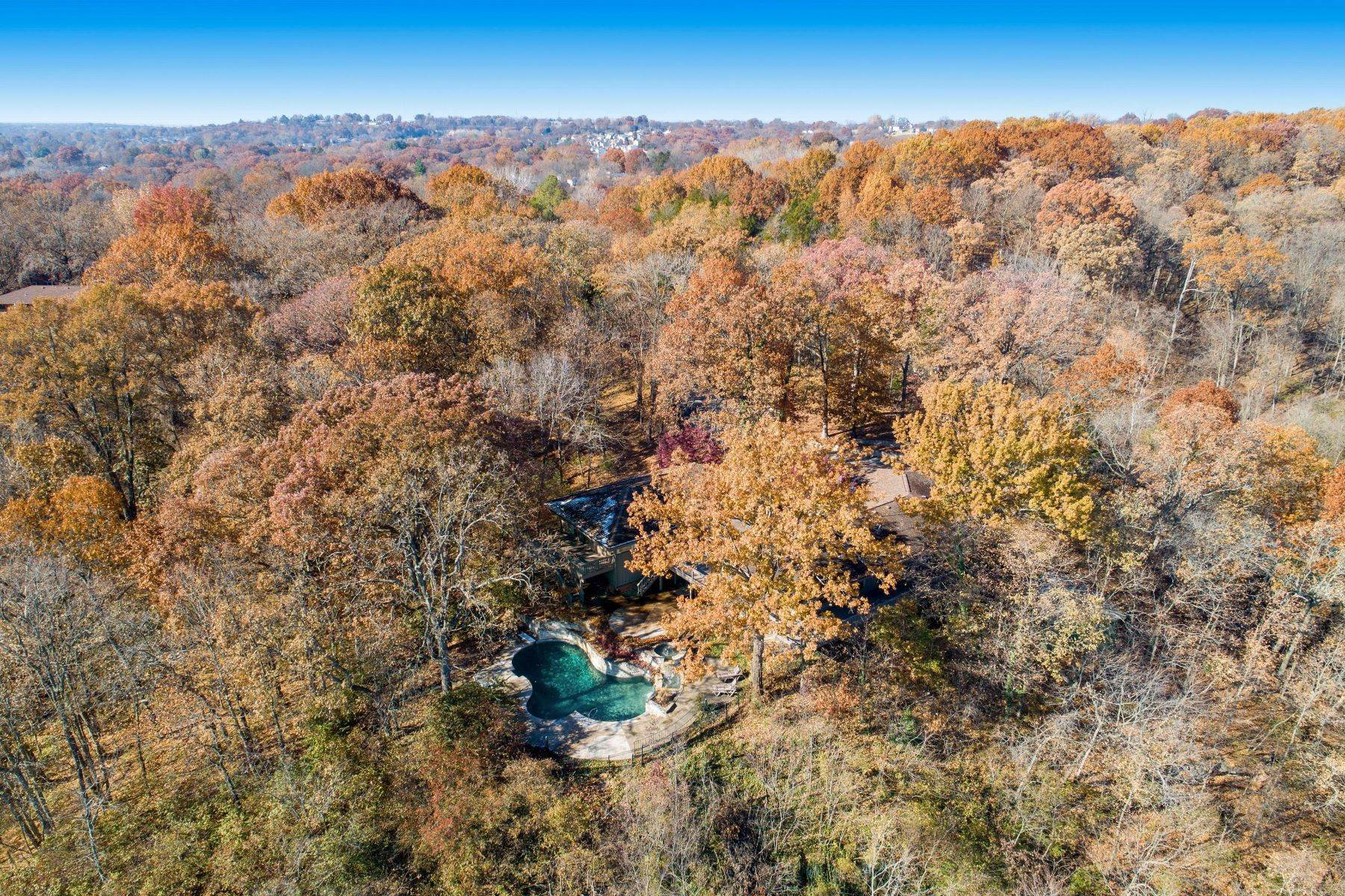 6. Single Family Homes for Sale at Relaxing Mid-Century Retreat Overlooking the Mississippi River 10 Rivermont Drive Crystal City, Missouri 63019 United States