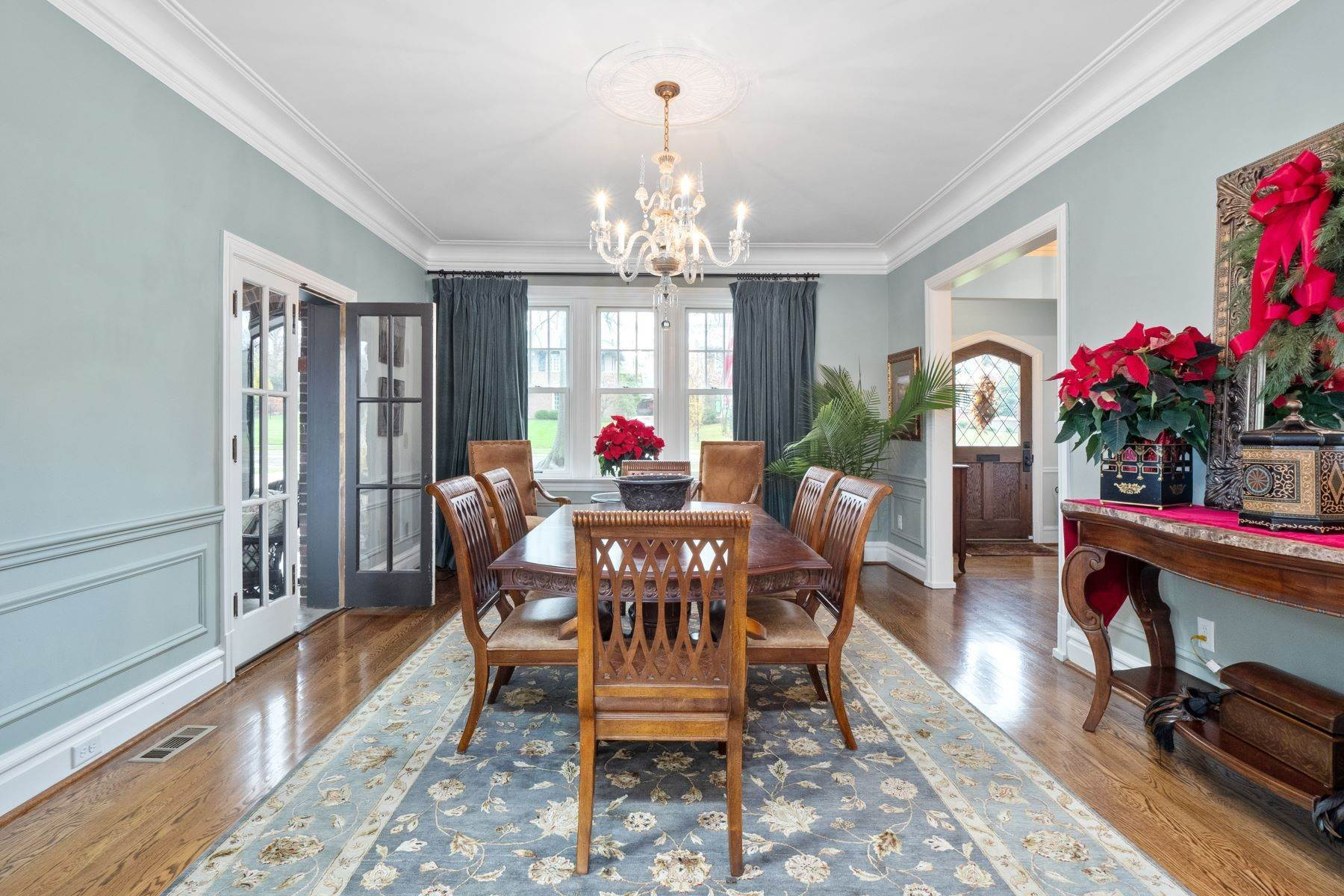10. Single Family Homes for Sale at Charming U-City Home with Exceptional Craftsmanship 7255 Maryland Avenue University City, Missouri 63130 United States