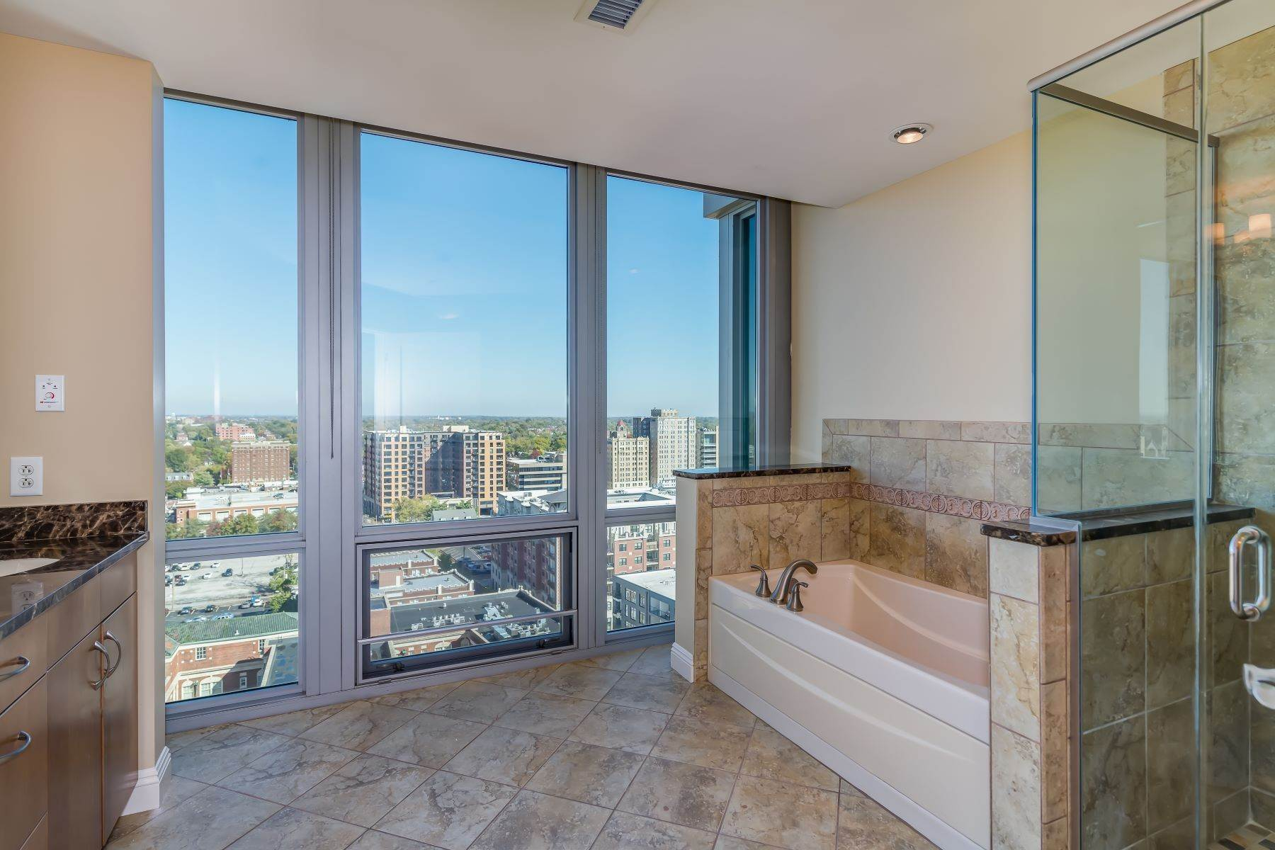 35. Condominiums for Sale at Free Flowing Condo in CWE 4909 Laclede Avenue, #1806 St. Louis, Missouri 63108 United States