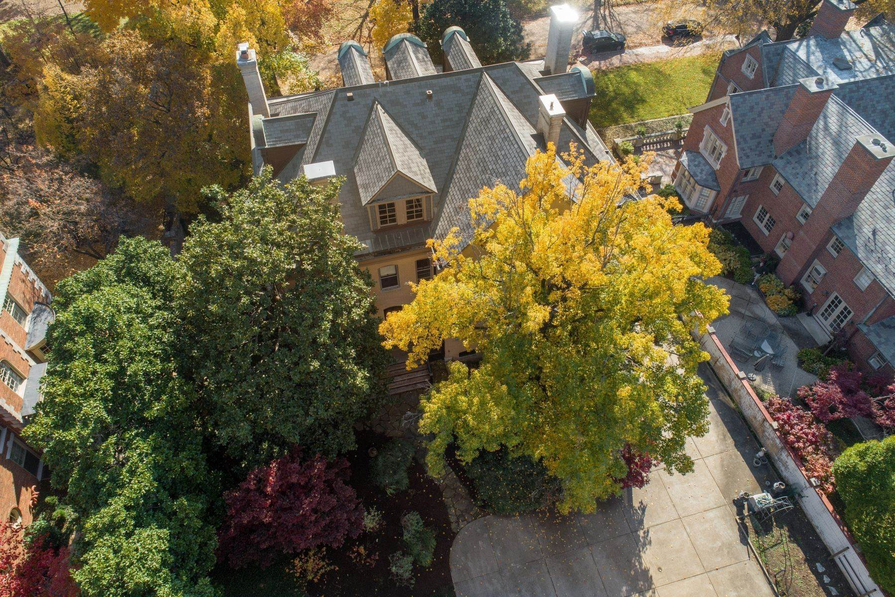 48. Single Family Homes for Sale at Central West End Manse 25 Westmoreland Place St. Louis, Missouri 63108 United States