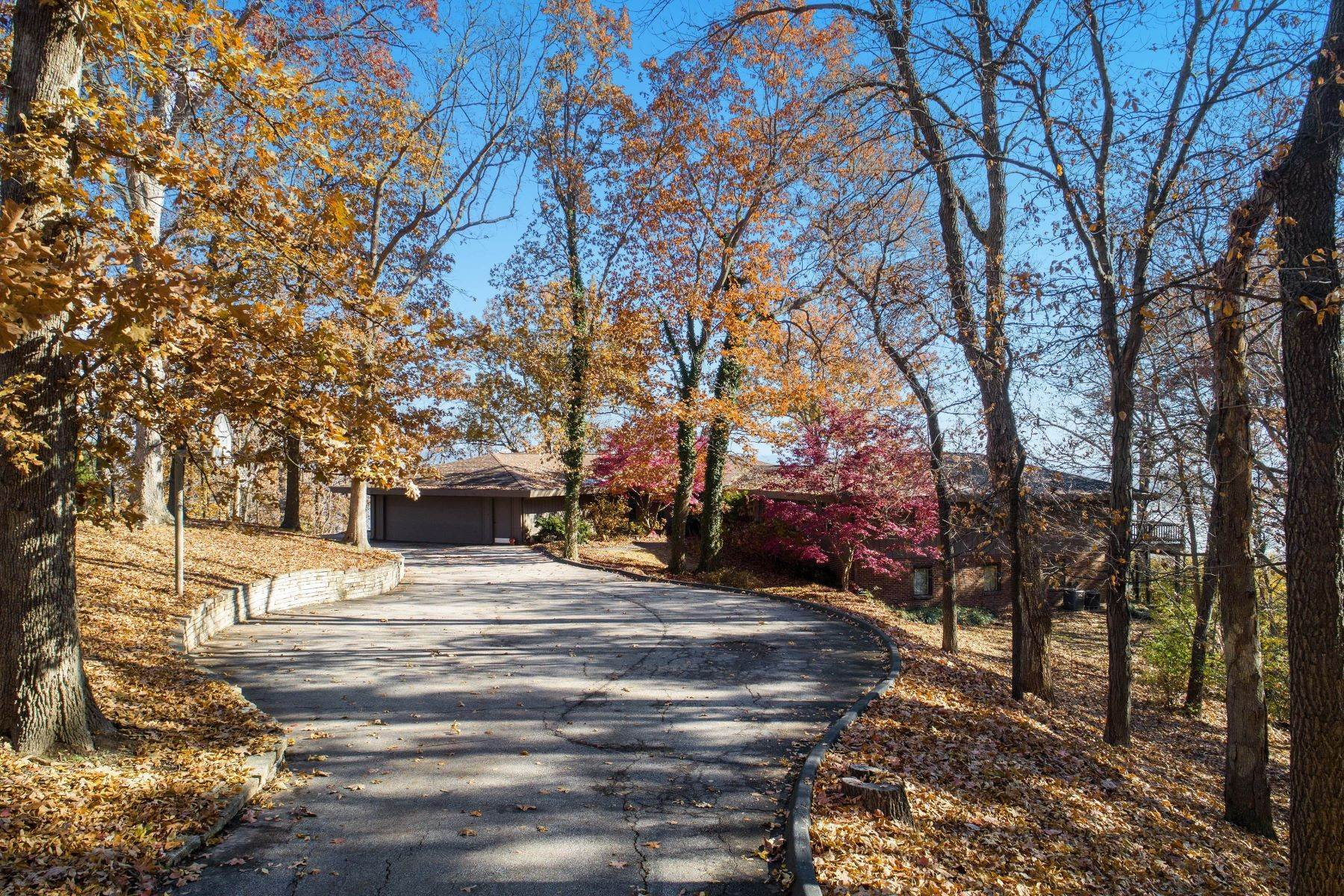 40. Single Family Homes for Sale at Relaxing Mid-Century Retreat Overlooking the Mississippi River 10 Rivermont Drive Crystal City, Missouri 63019 United States
