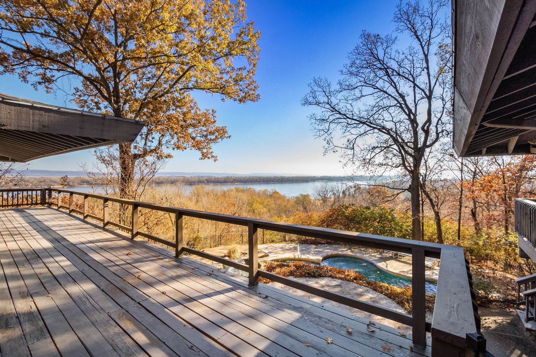 2. Single Family Homes for Sale at Relaxing Mid-Century Retreat Overlooking the Mississippi River 10 Rivermont Drive Crystal City, Missouri 63019 United States