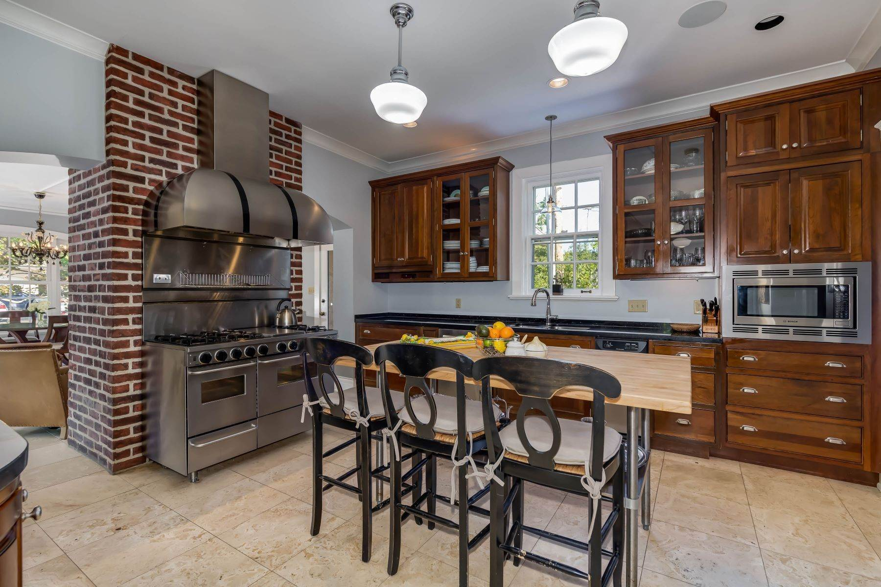 11. Single Family Homes for Sale at Gracious Historic Kirkwood Home 333 Dickson Street Kirkwood, Missouri 63122 United States