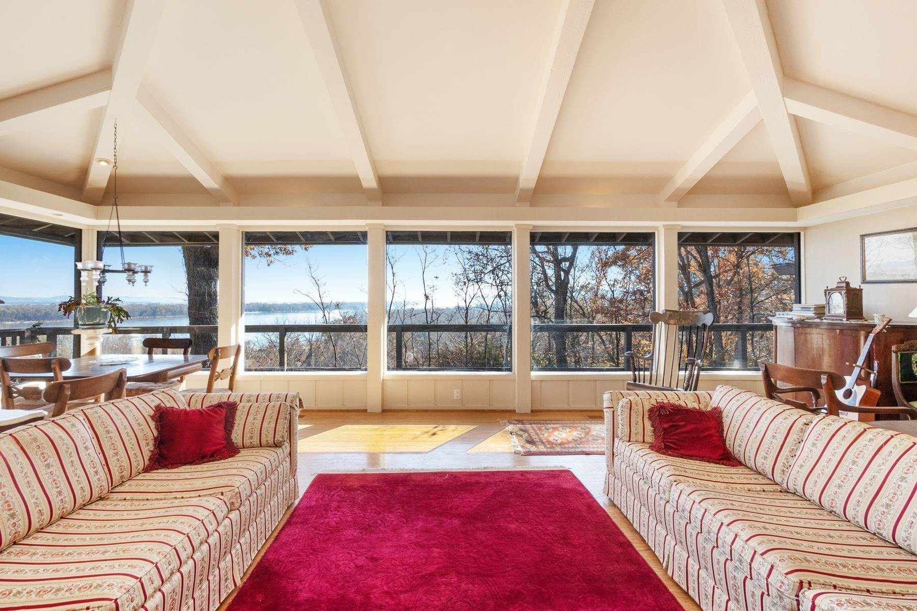15. Single Family Homes for Sale at Relaxing Mid-Century Retreat Overlooking the Mississippi River 10 Rivermont Drive Crystal City, Missouri 63019 United States