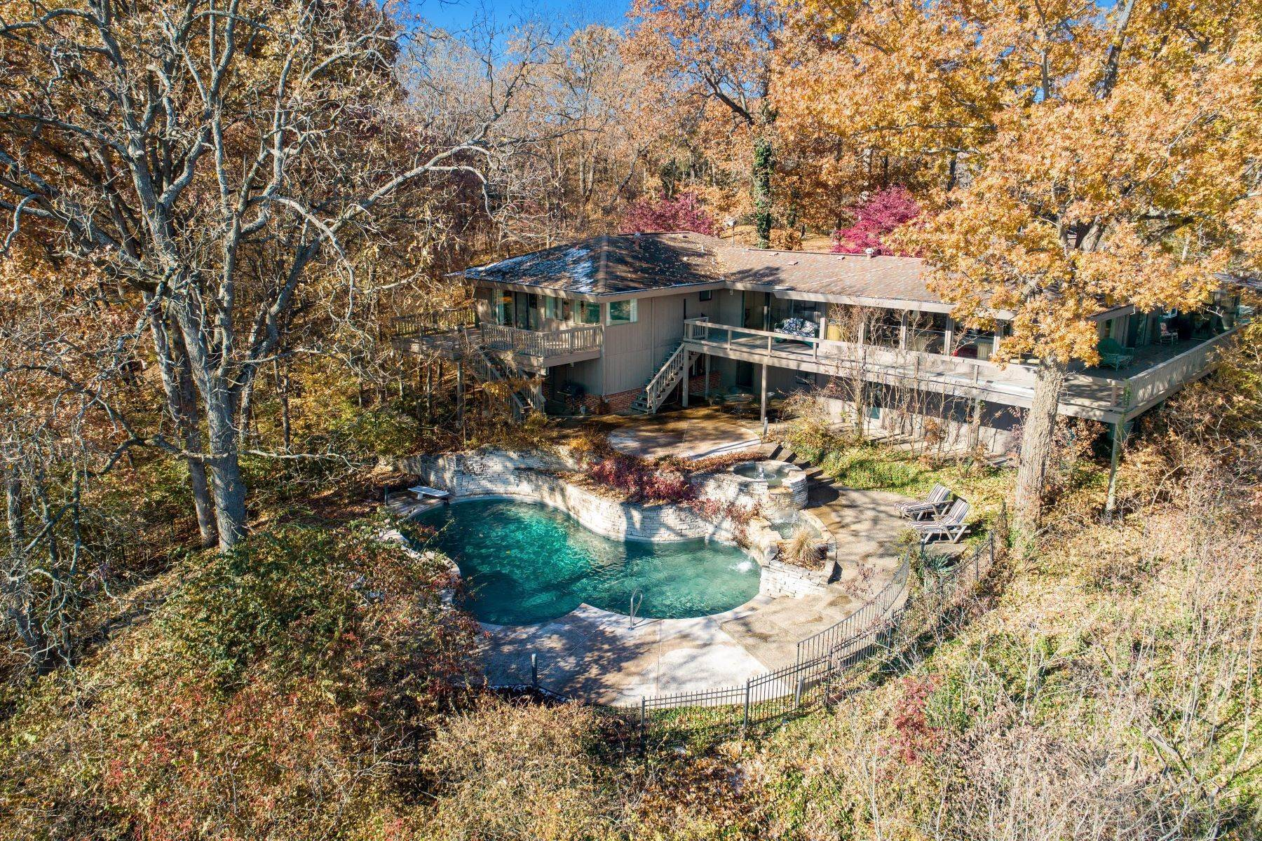 31. Single Family Homes for Sale at Relaxing Mid-Century Retreat Overlooking the Mississippi River 10 Rivermont Drive Crystal City, Missouri 63019 United States