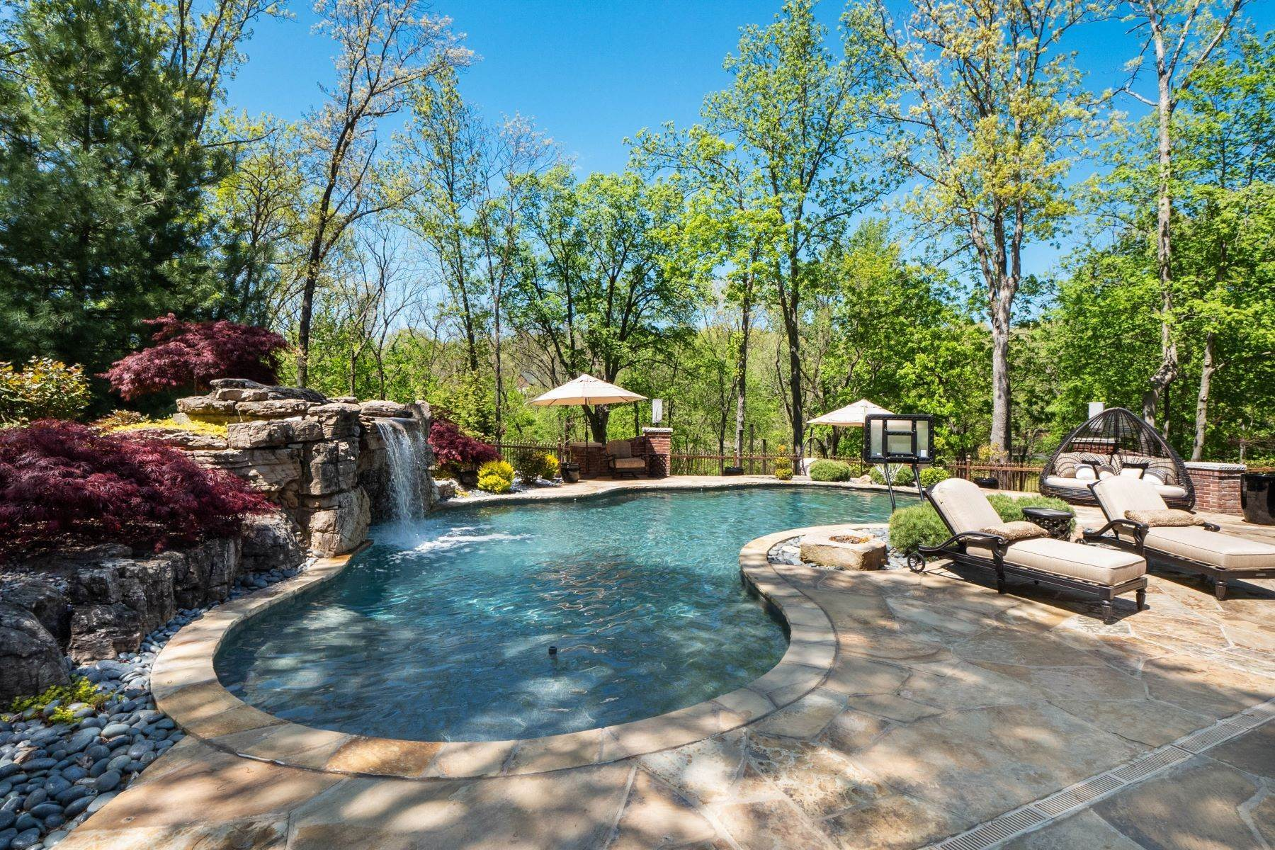 41. Single Family Homes for Sale at Executive Estate Nestled on Almost 4 Private Acres in Wildwood 18040 Panorama Drive Wildwood, Missouri 63038 United States