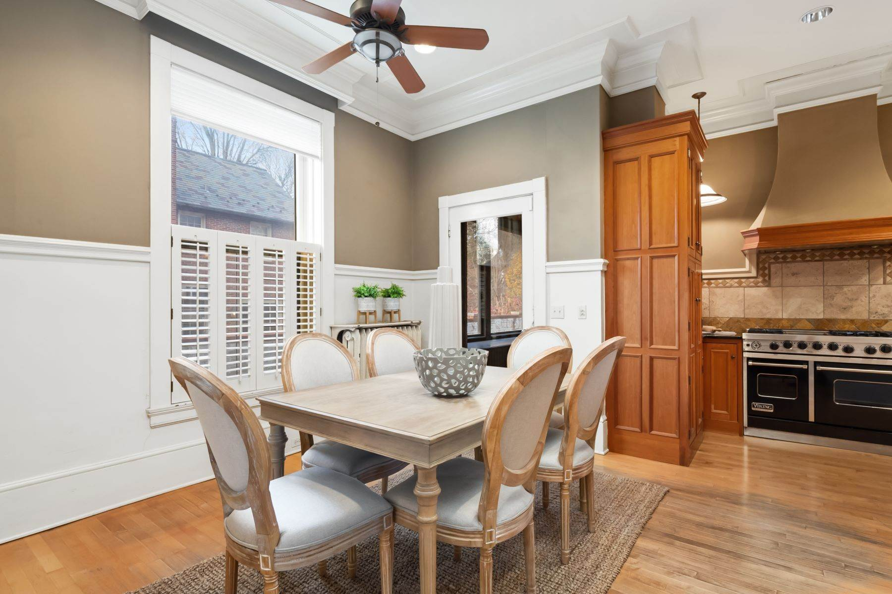 17. Single Family Homes for Sale at Central West End Manse 25 Westmoreland Place St. Louis, Missouri 63108 United States
