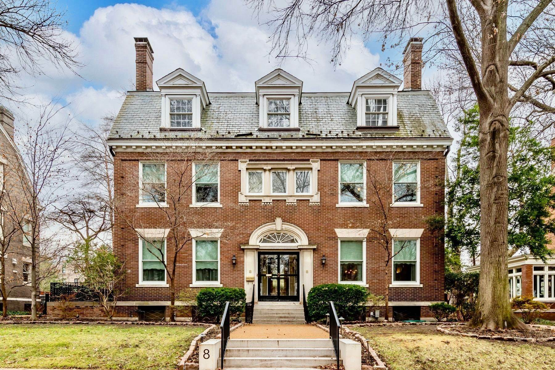 Single Family Homes for Sale at Elegant Home In The Desirable CWE 8 Hortense Place St. Louis, Missouri 63108 United States