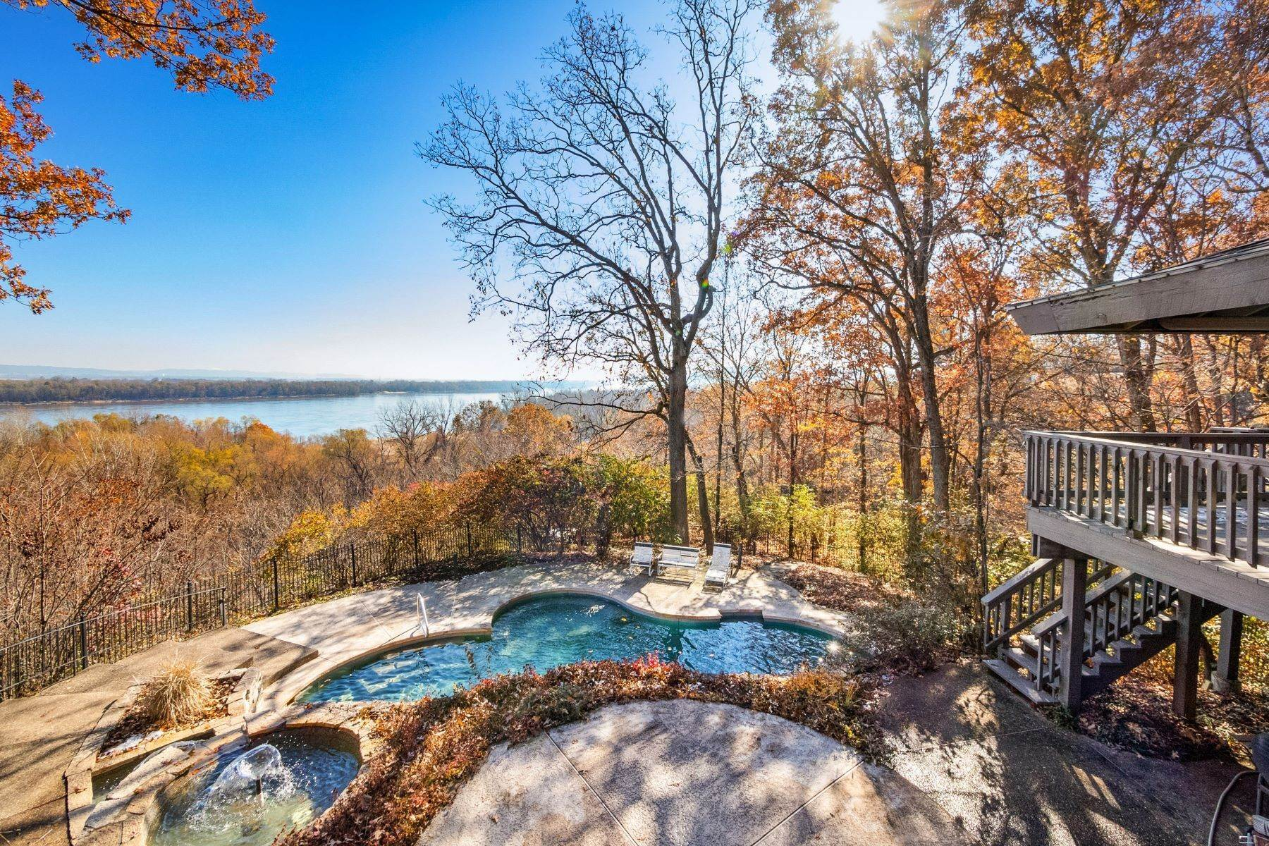 3. Single Family Homes for Sale at Relaxing Mid-Century Retreat Overlooking the Mississippi River 10 Rivermont Drive Crystal City, Missouri 63019 United States