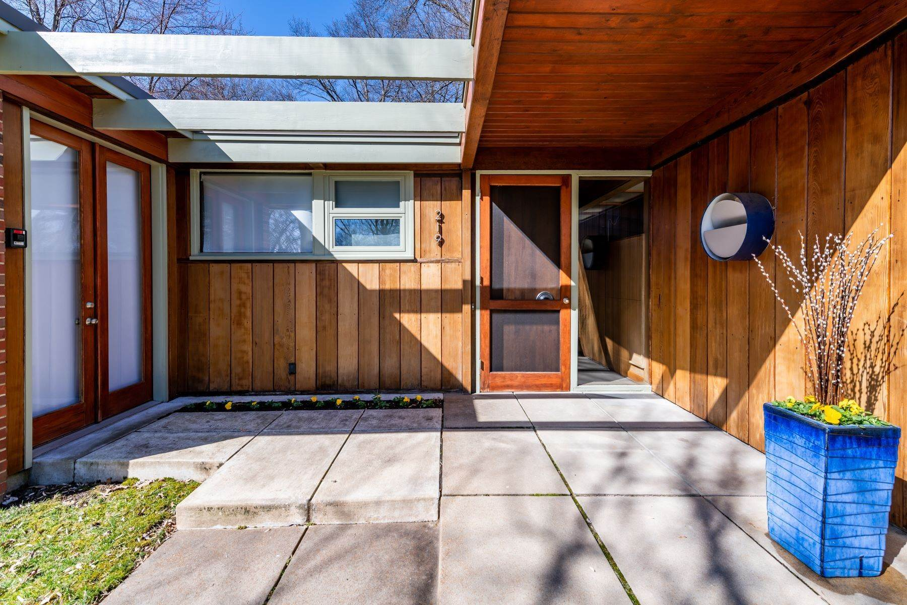 2. Single Family Homes for Sale at The Harry Hammerman House, an Important Mid-Century Masterpiece 219 Graybridge Road St. Louis, Missouri 63124 United States