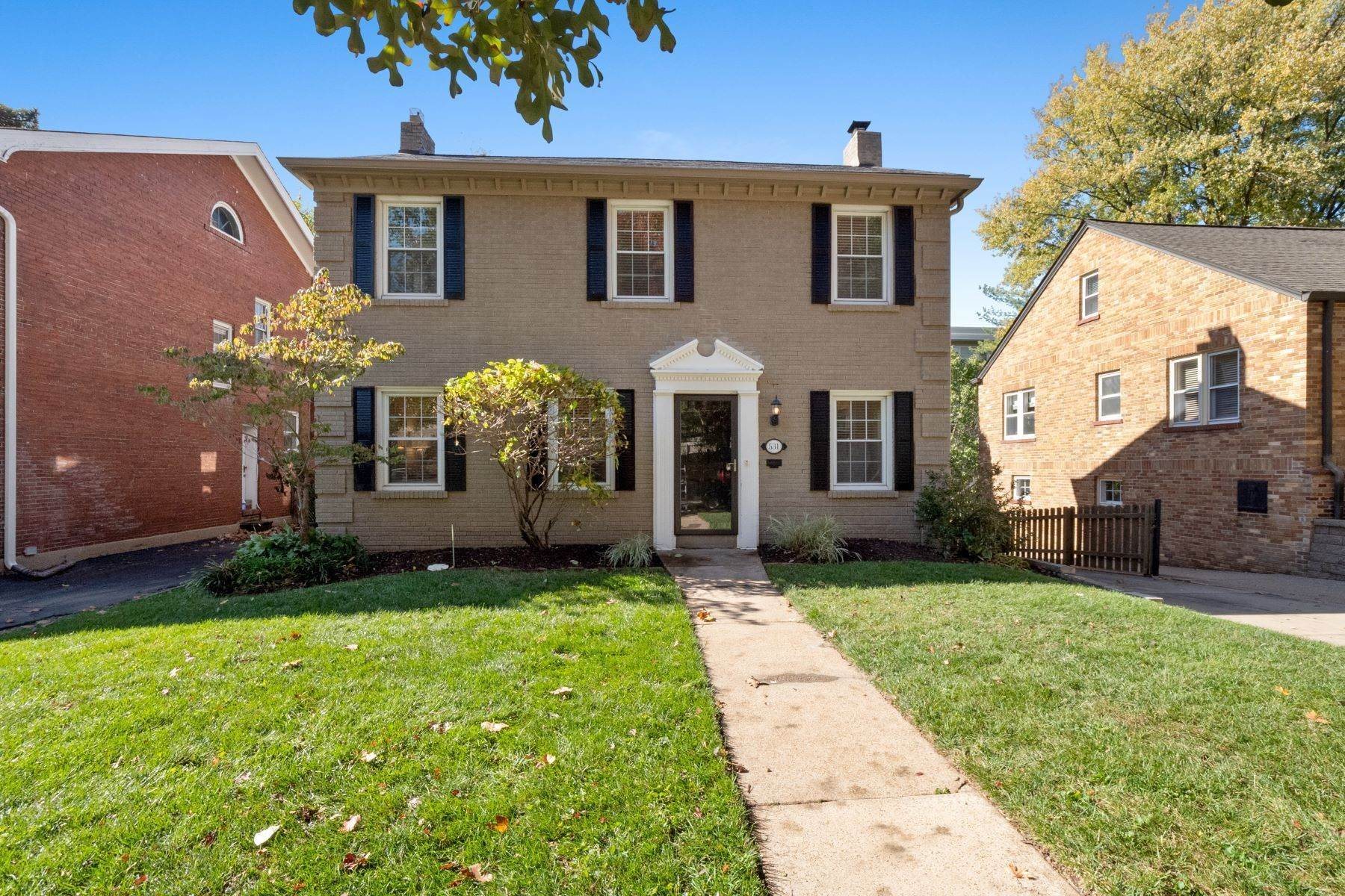 Single Family Homes for Sale at Modern Touches on Historic Charm 531 North Central Avenue University City, Missouri 63130 United States