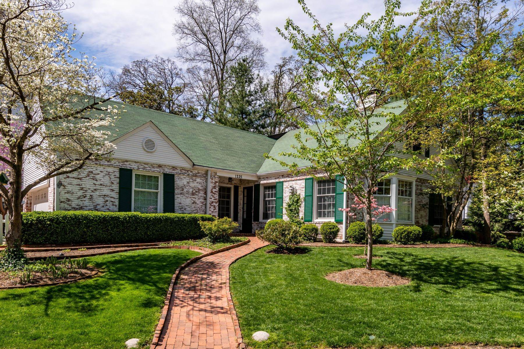 Property for Sale at Charming Warson Woods Home 1225 Warson Woods Drive Warson Woods, Missouri 63122 United States