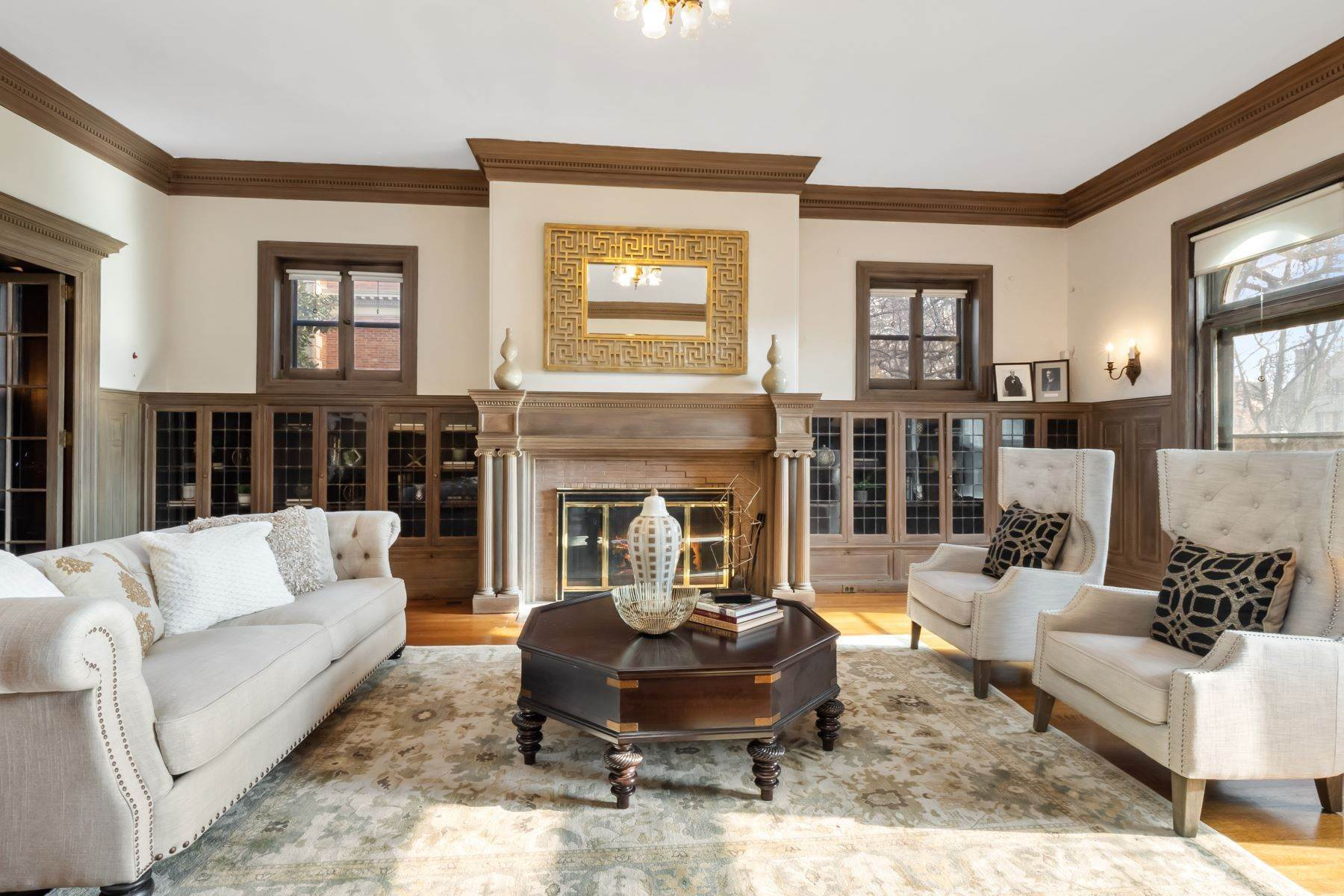 9. Single Family Homes for Sale at Central West End Manse 25 Westmoreland Place St. Louis, Missouri 63108 United States