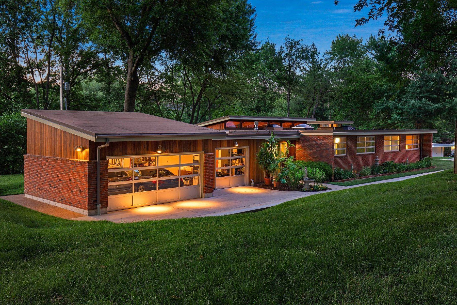 33. Single Family Homes for Sale at The Harry Hammerman House, an Important Mid-Century Masterpiece 219 Graybridge Road St. Louis, Missouri 63124 United States