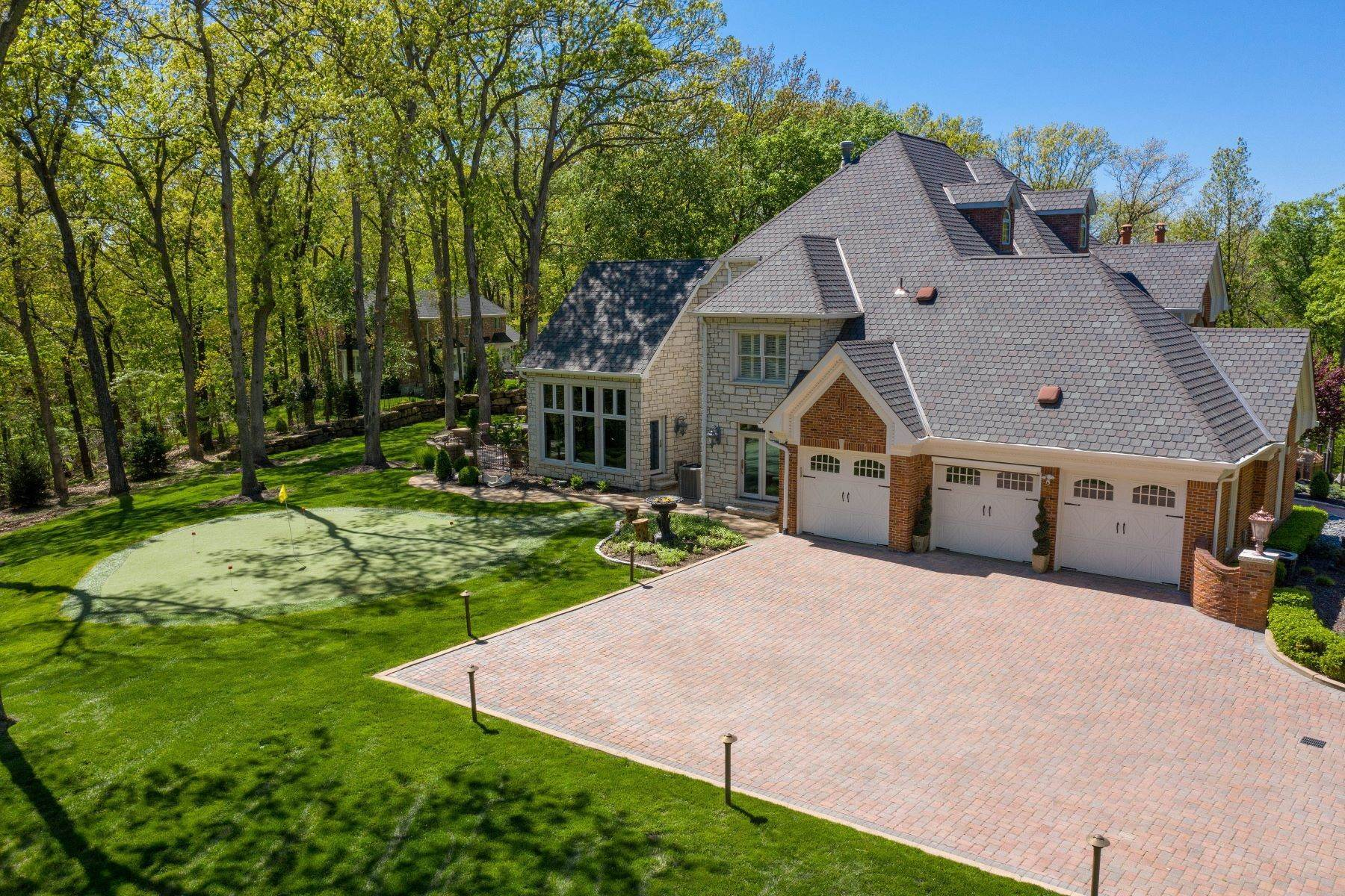 46. Single Family Homes for Sale at Executive Estate Nestled on Almost 4 Private Acres in Wildwood 18040 Panorama Drive Wildwood, Missouri 63038 United States
