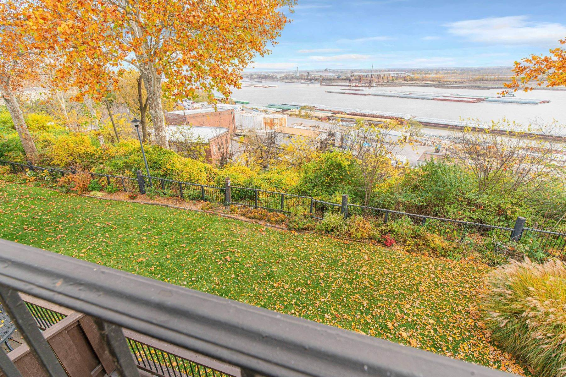 24. Condominiums for Sale at Great Riverview St. Louis City Condo 4554 Ohio Avenue St. Louis, Missouri 63111 United States