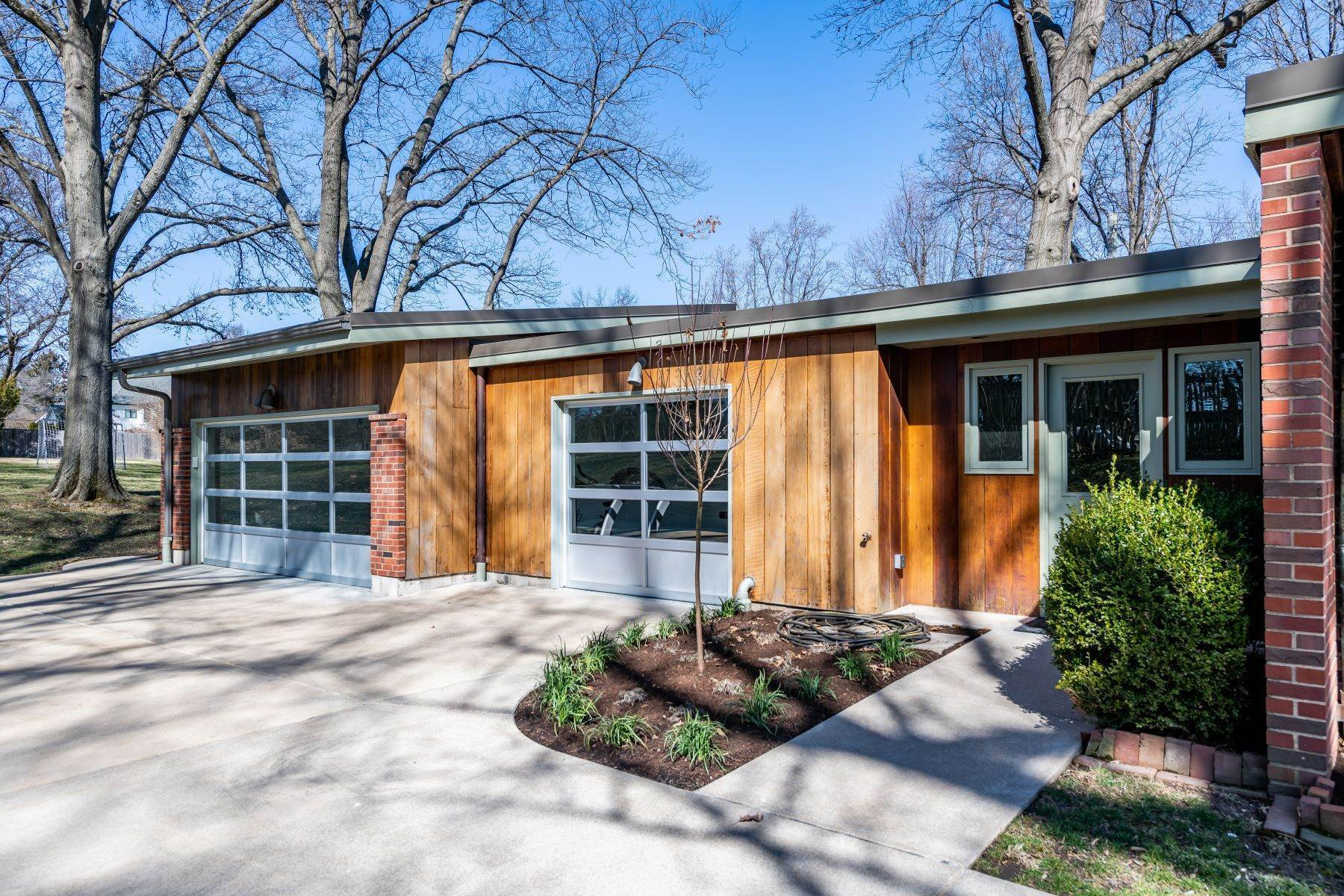 29. Single Family Homes for Sale at The Harry Hammerman House, an Important Mid-Century Masterpiece 219 Graybridge Road St. Louis, Missouri 63124 United States