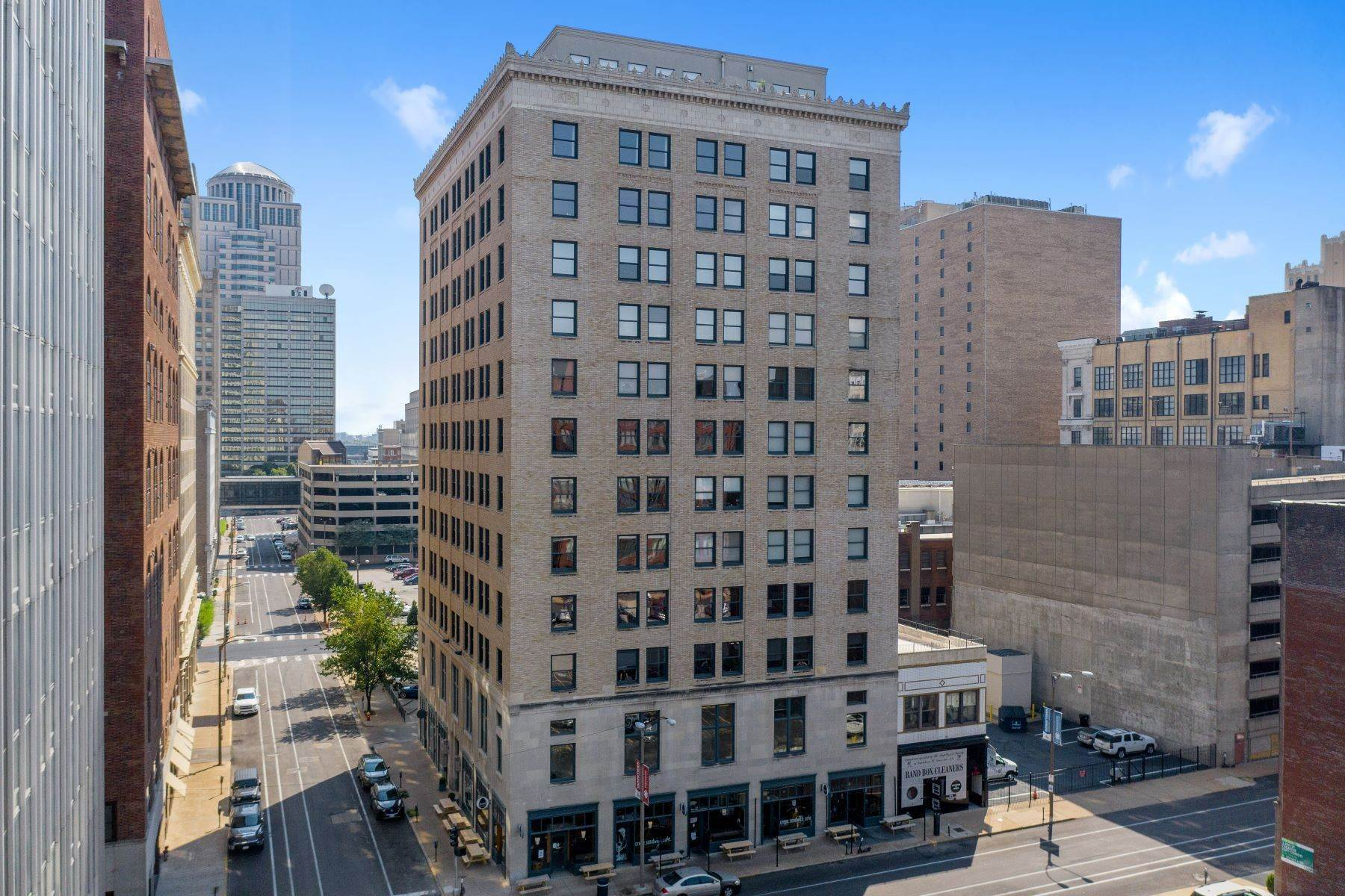 Condominiums for Sale at Exceptional Unit in the Exclusive Louderman 315 North 11th Street #902 St. Louis, Missouri 63101 United States