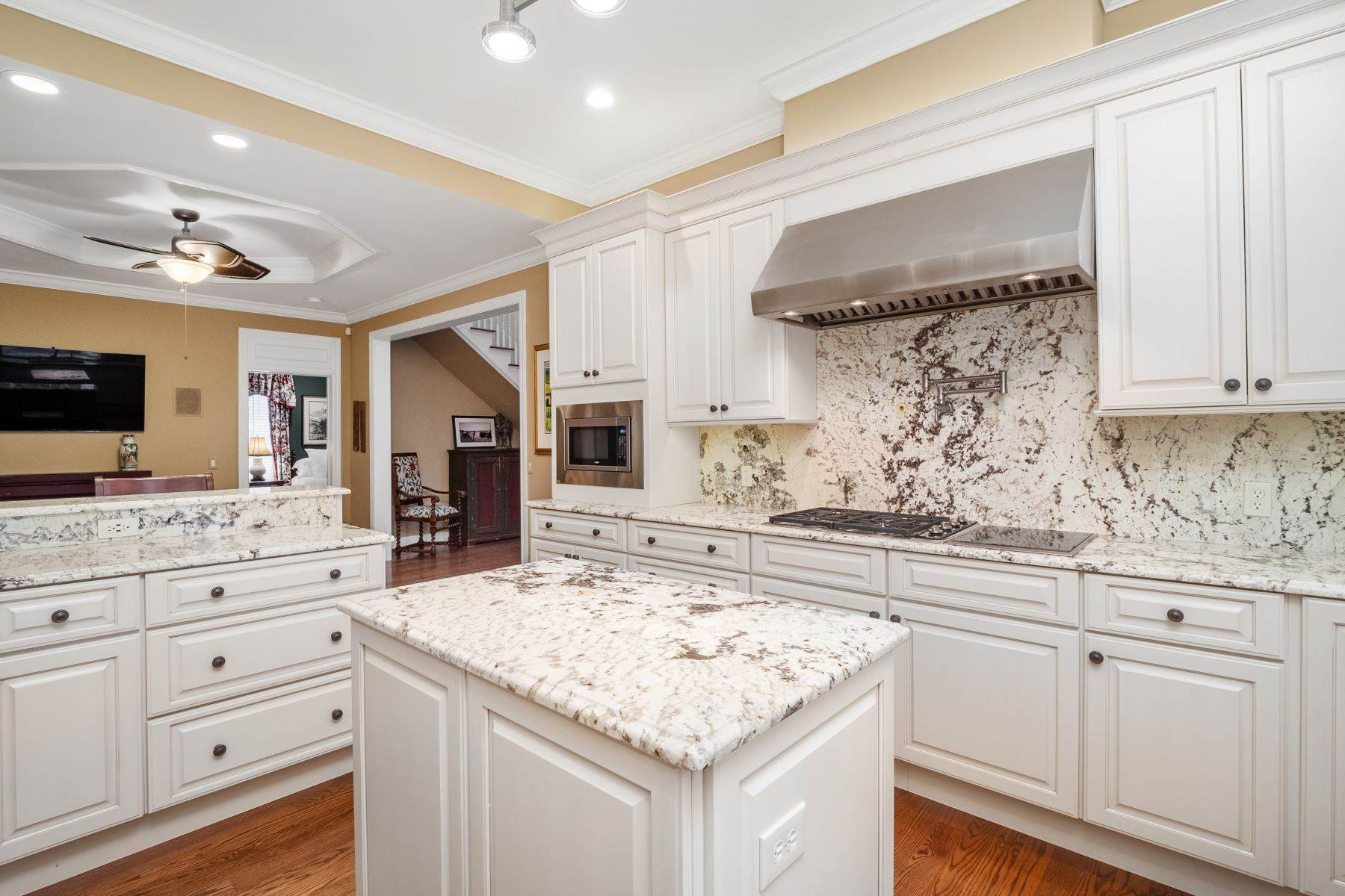 12. Single Family Homes for Sale at Crowned Jewel of Upper Price 16 Upper Price Road Olivette, Missouri 63132 United States