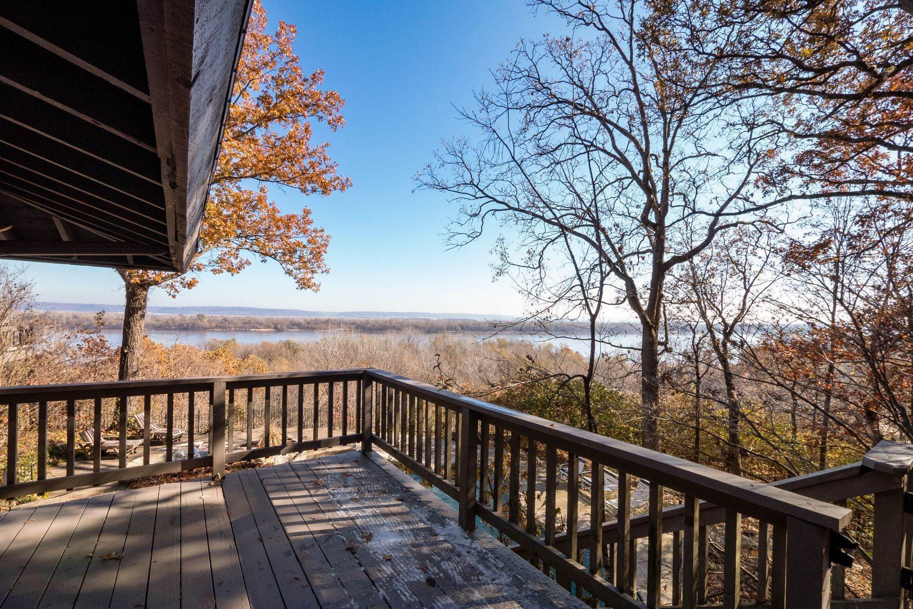 4. Single Family Homes for Sale at Relaxing Mid-Century Retreat Overlooking the Mississippi River 10 Rivermont Drive Crystal City, Missouri 63019 United States