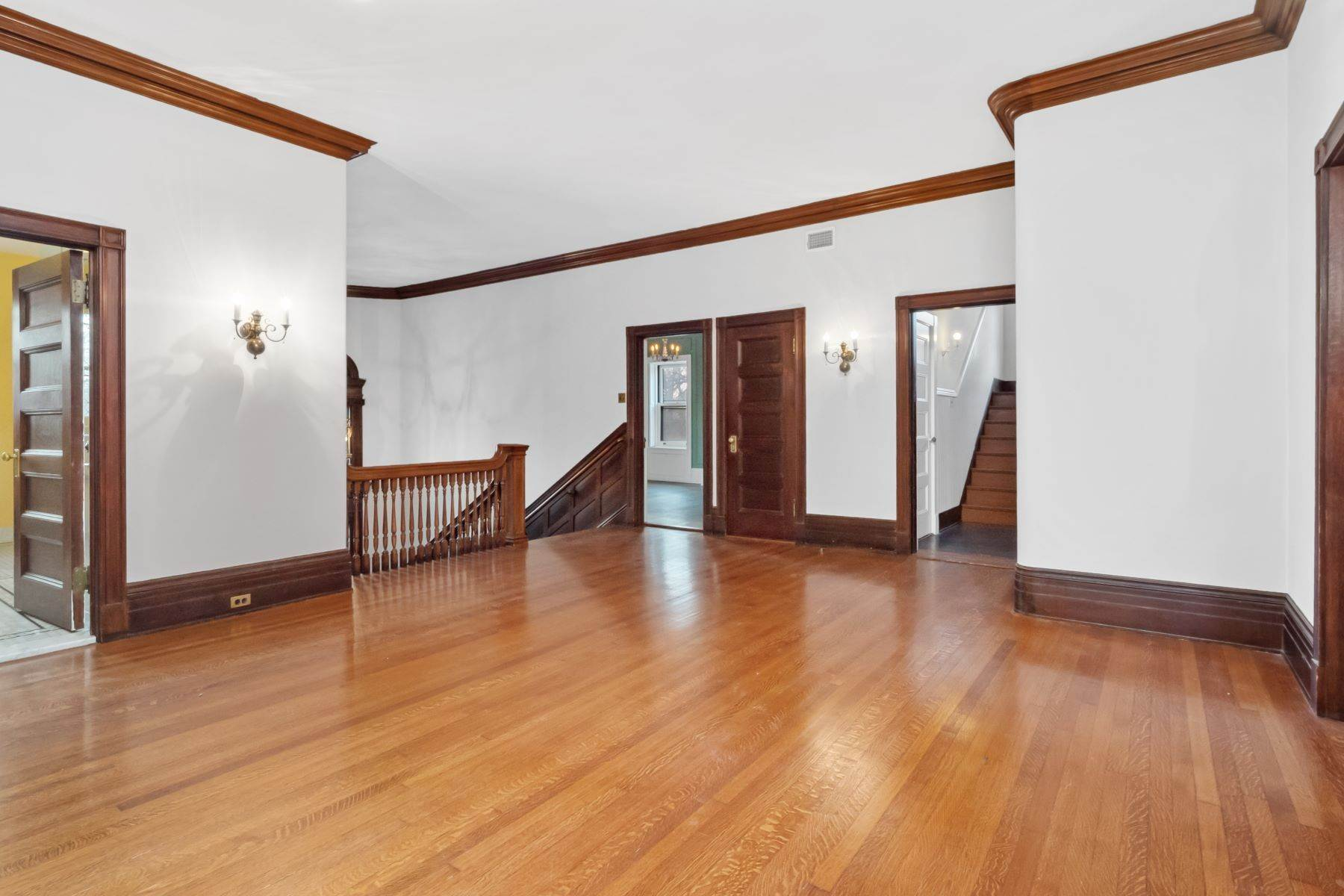 21. Single Family Homes for Sale at Central West End Manse 25 Westmoreland Place St. Louis, Missouri 63108 United States