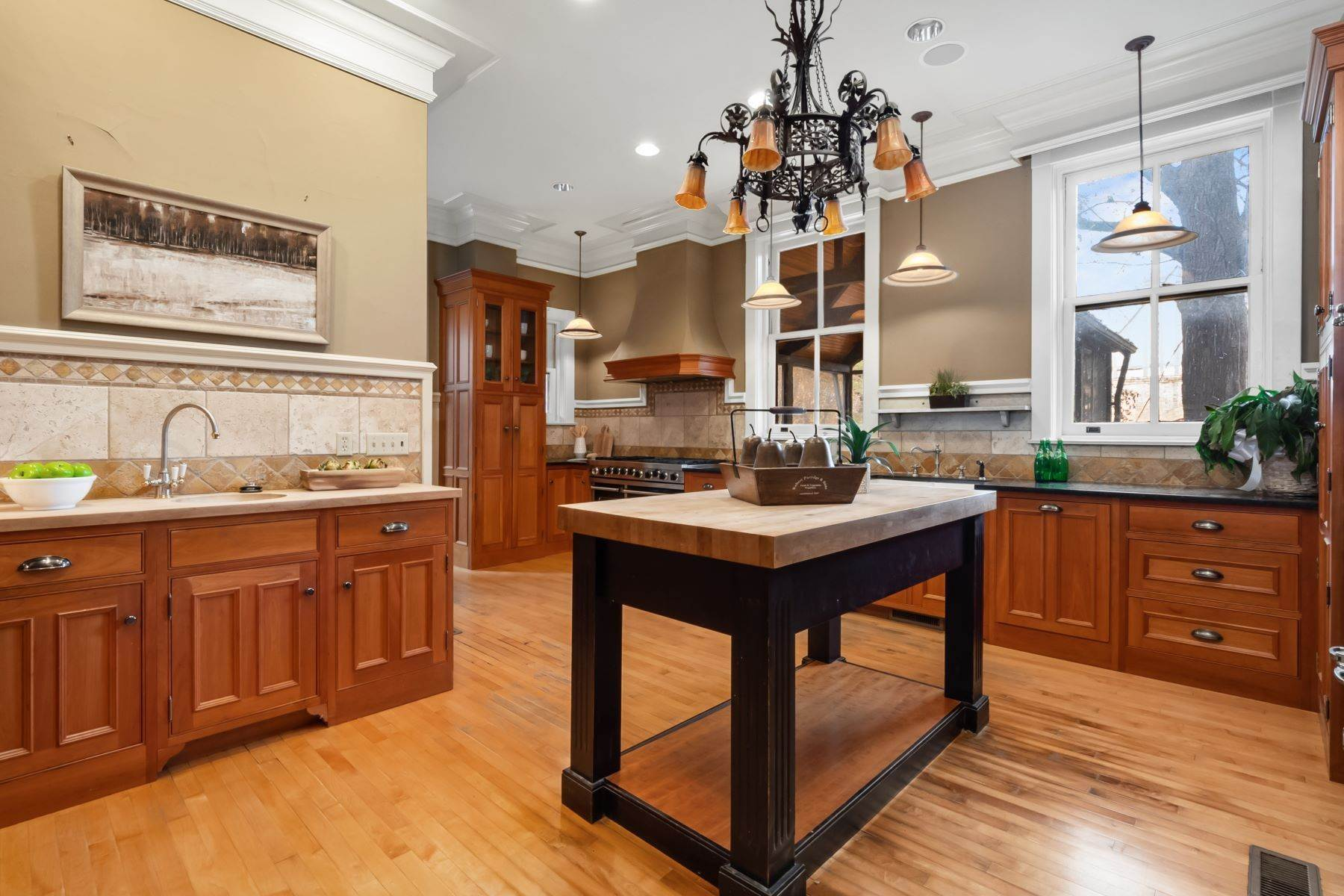 15. Single Family Homes for Sale at Central West End Manse 25 Westmoreland Place St. Louis, Missouri 63108 United States