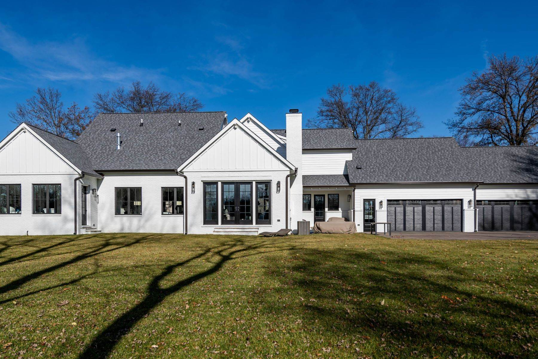 39. Single Family Homes for Sale at Modern Farmhouse New Construction in Frontenac 11600 Clayton Road Frontenac, Missouri 63131 United States