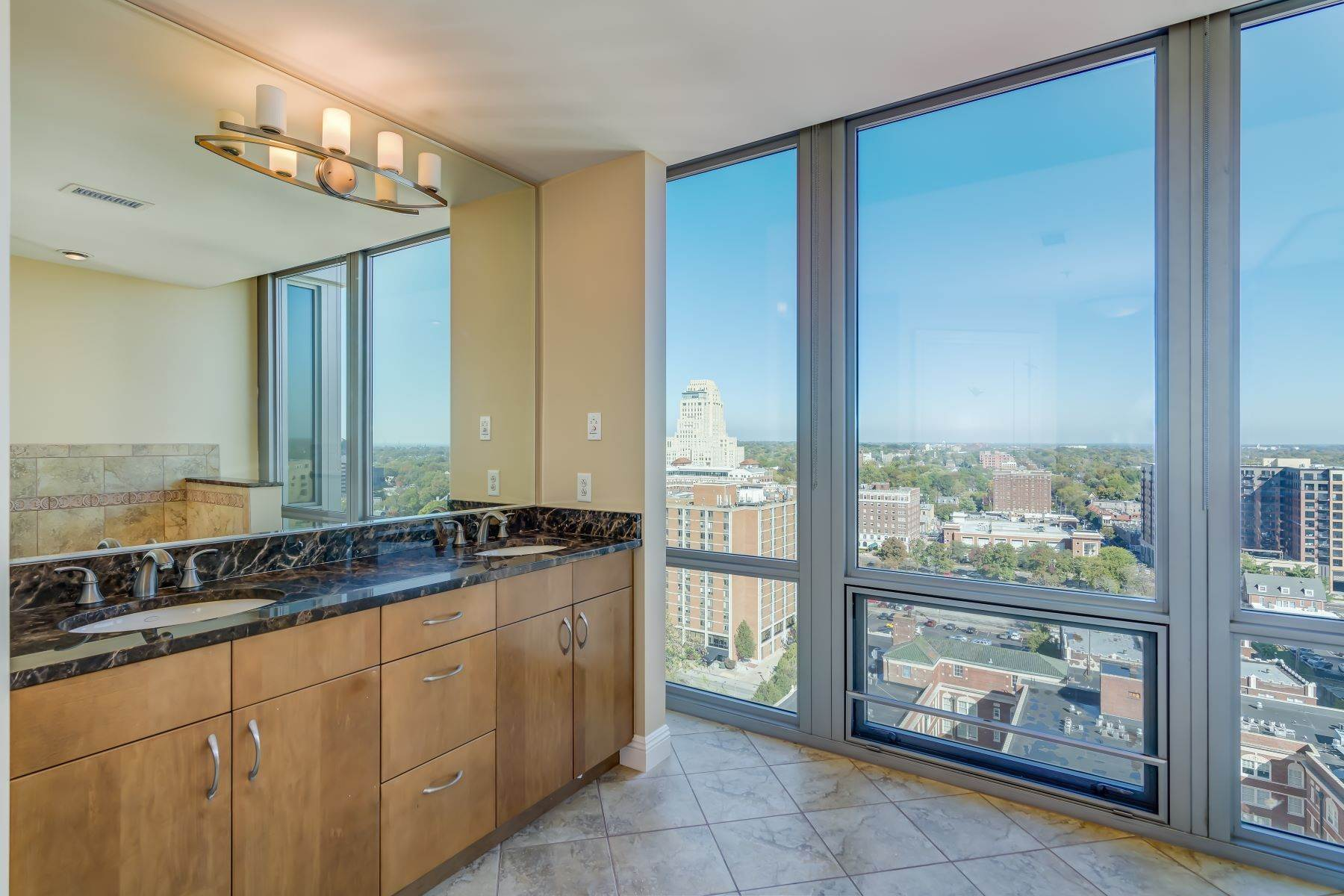 36. Condominiums for Sale at Free Flowing Condo in CWE 4909 Laclede Avenue, #1806 St. Louis, Missouri 63108 United States