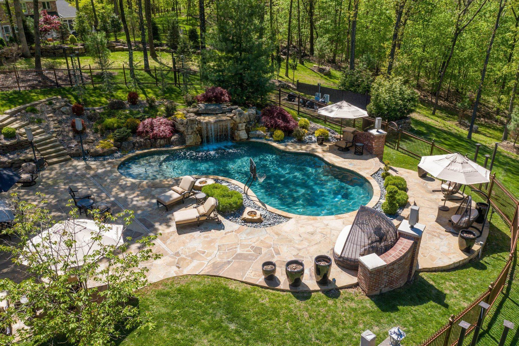 44. Single Family Homes for Sale at Executive Estate Nestled on Almost 4 Private Acres in Wildwood 18040 Panorama Drive Wildwood, Missouri 63038 United States