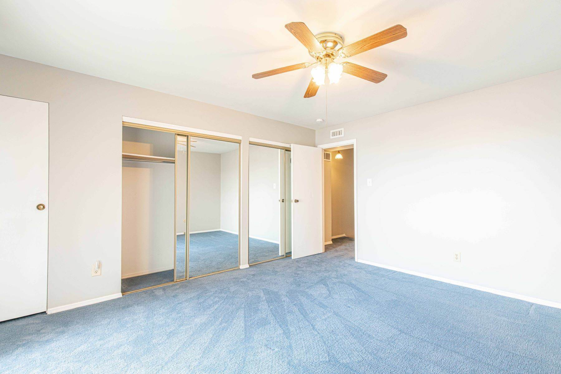 19. Condominiums for Sale at Great Riverview St. Louis City Condo 4554 Ohio Avenue St. Louis, Missouri 63111 United States