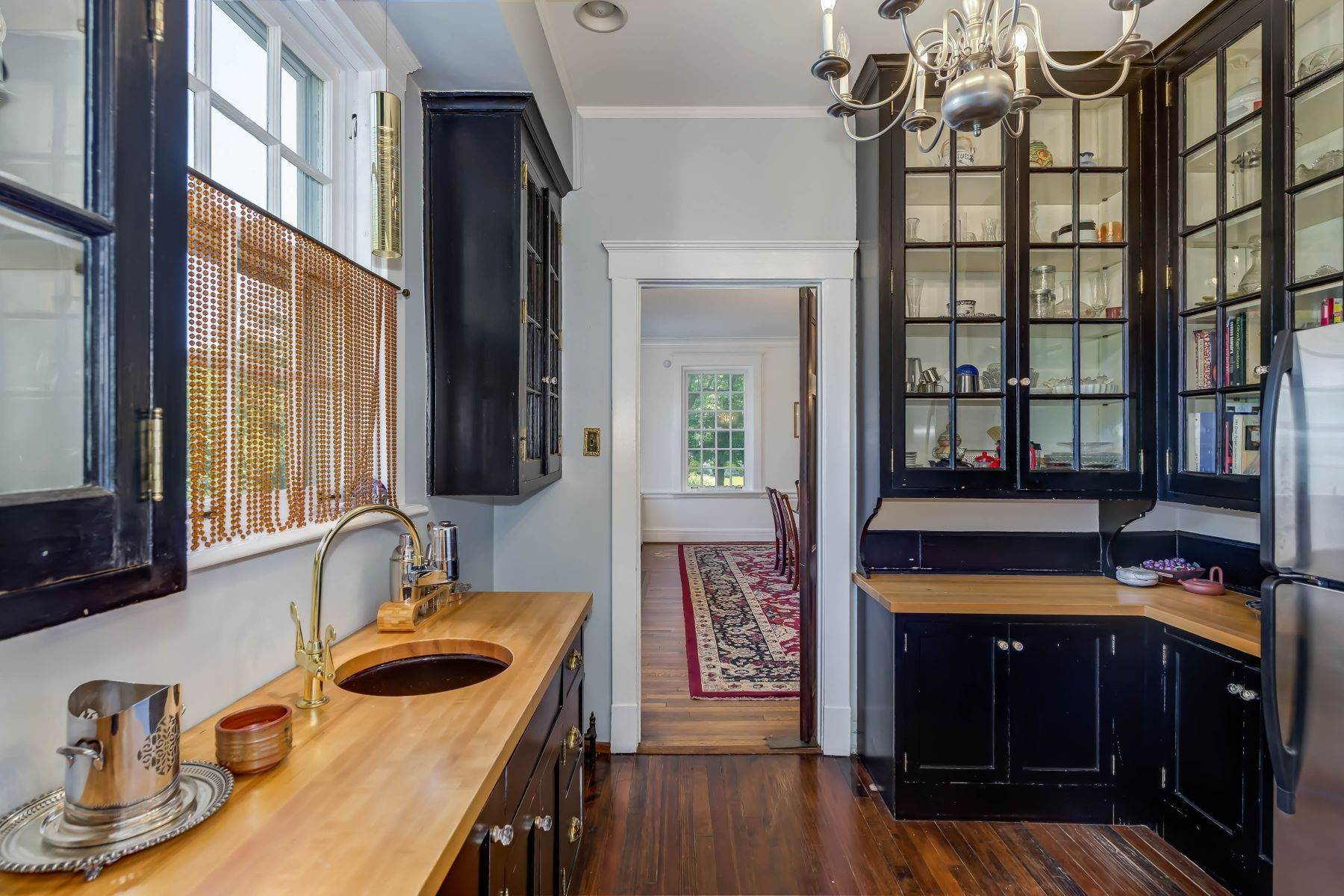 13. Single Family Homes for Sale at Gracious Historic Kirkwood Home 333 Dickson Street Kirkwood, Missouri 63122 United States