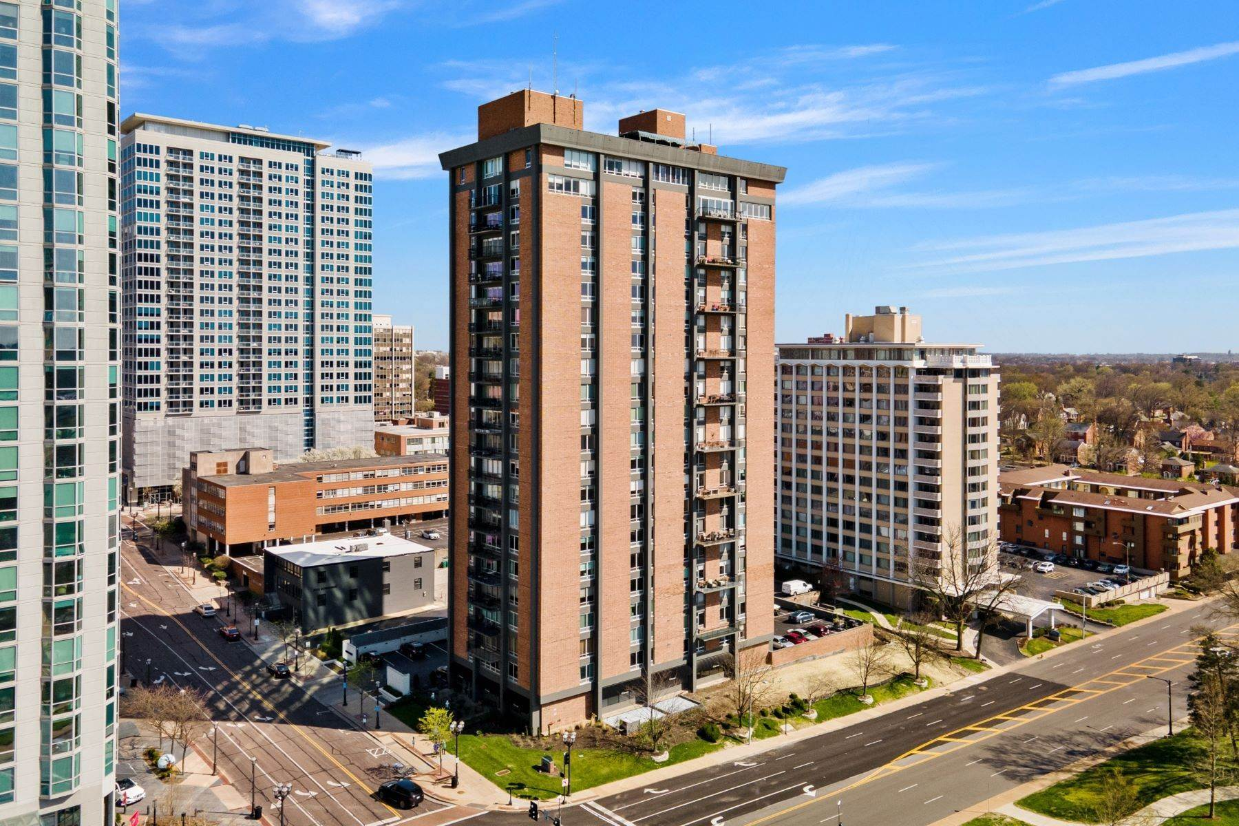 Condominiums for Sale at Upscale Two Story Condo in Park Tower 200 South Brentwood Boulevard #5B Clayton, Missouri 63105 United States