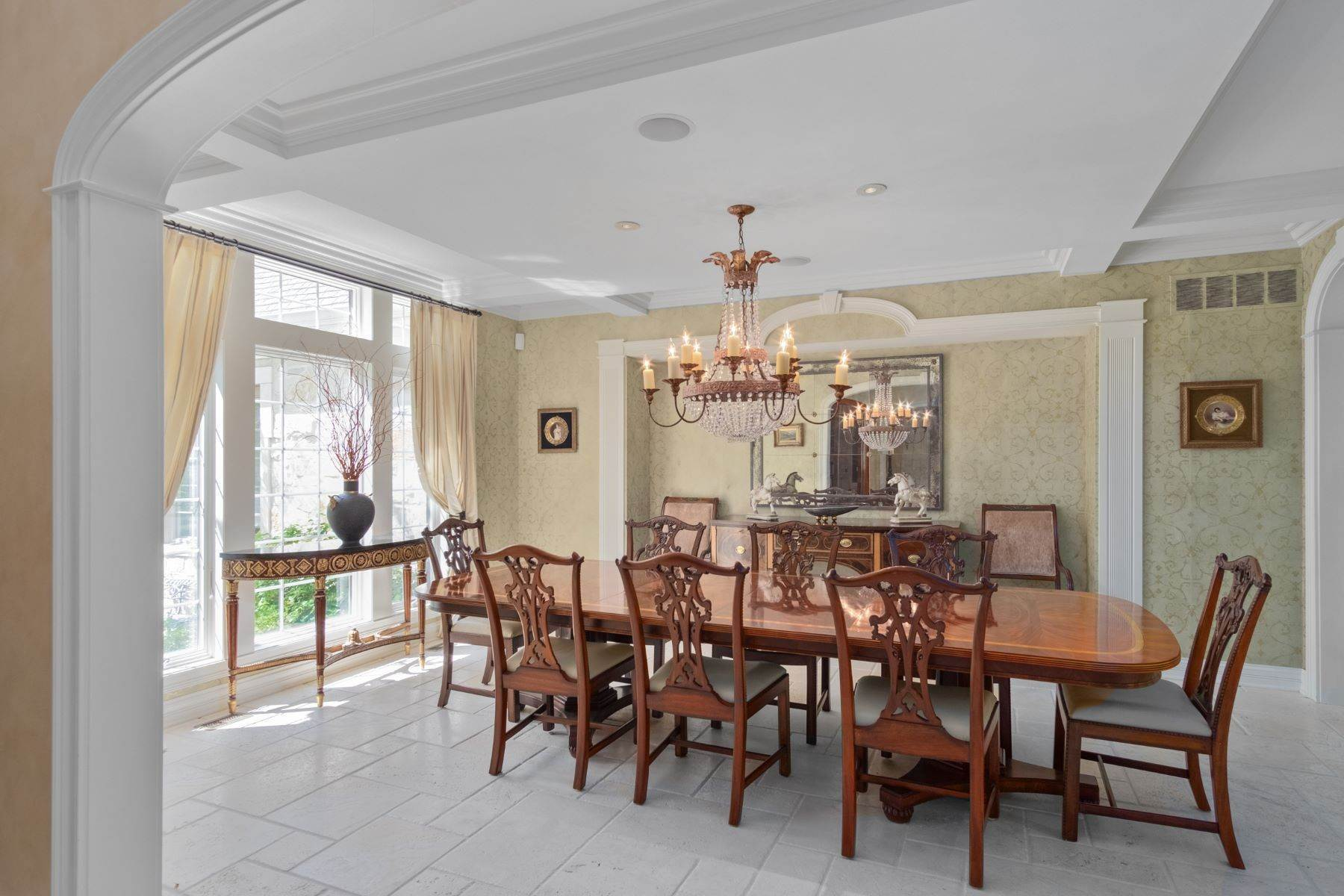 9. Single Family Homes for Sale at Outstanding Private Gated Stone 1.5 Story 10831 Ladue Road Creve Coeur, Missouri 63141 United States