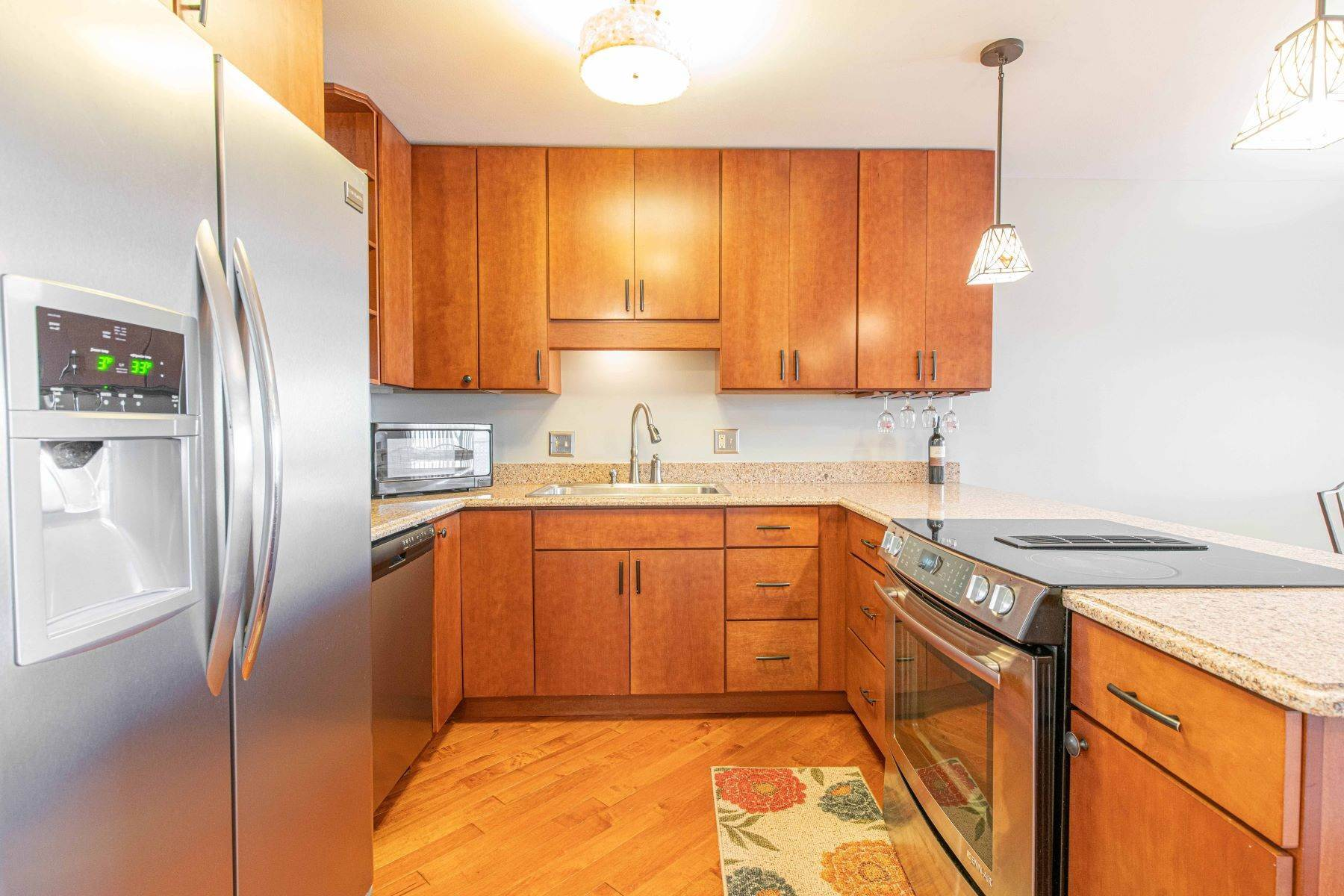7. Condominiums for Sale at Great Riverview St. Louis City Condo 4554 Ohio Avenue St. Louis, Missouri 63111 United States
